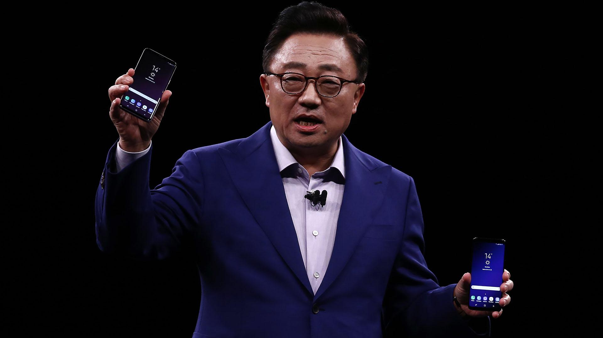 Tal como se informó en la presentación de los nuevos productos, los Galaxy S9 y S9+ saldrán a la venta en Estados Unidos y Corea del Sur a partir del 16 de marzoy se ofrecerán en cuatro tonos: negro (Midnight Black), gris (Titanium Gray), azul (Coral Blue) y lila (Lilac Purple)(AP Photo/Manu Fernandez)