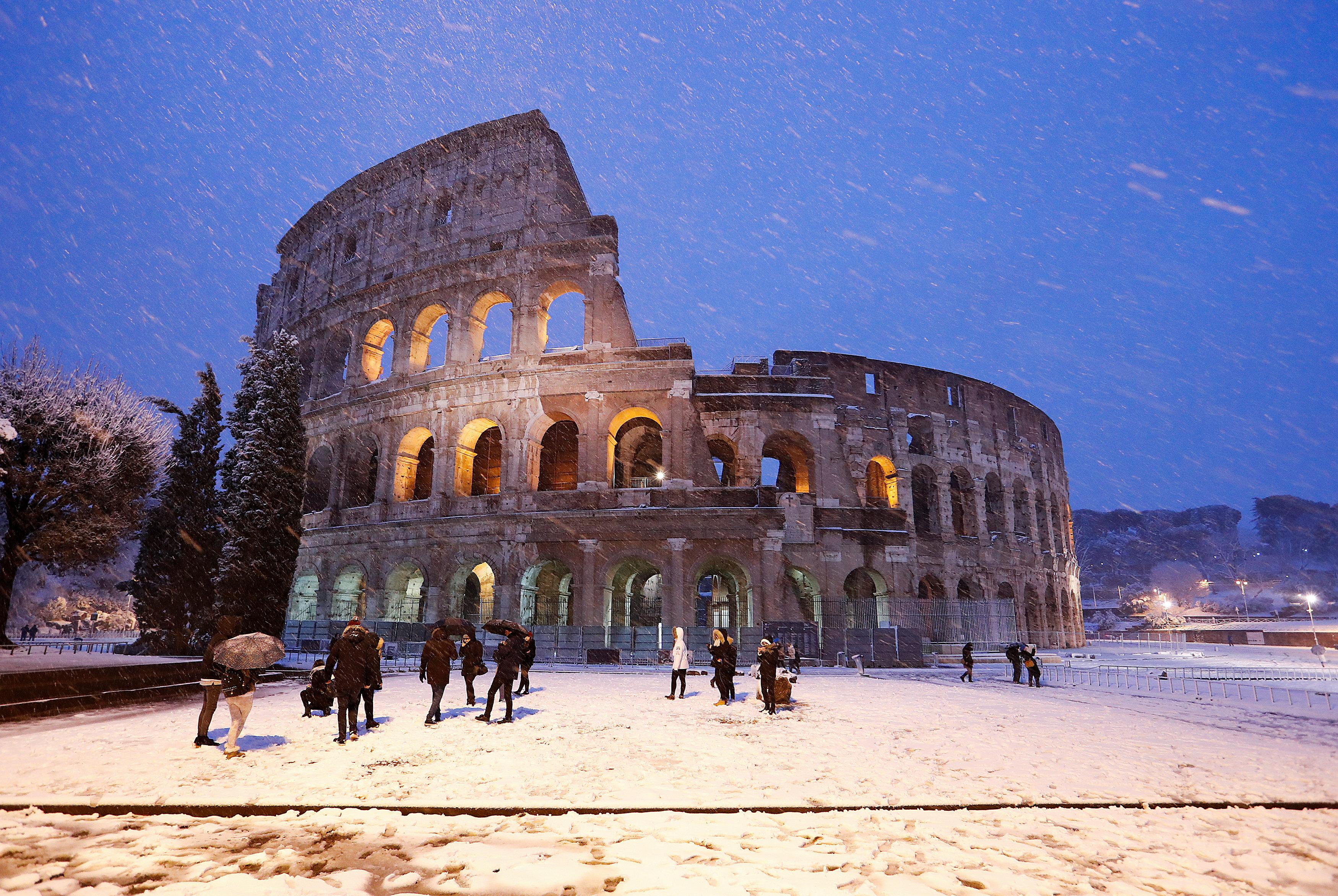 El Coliseo cubierto de nieve