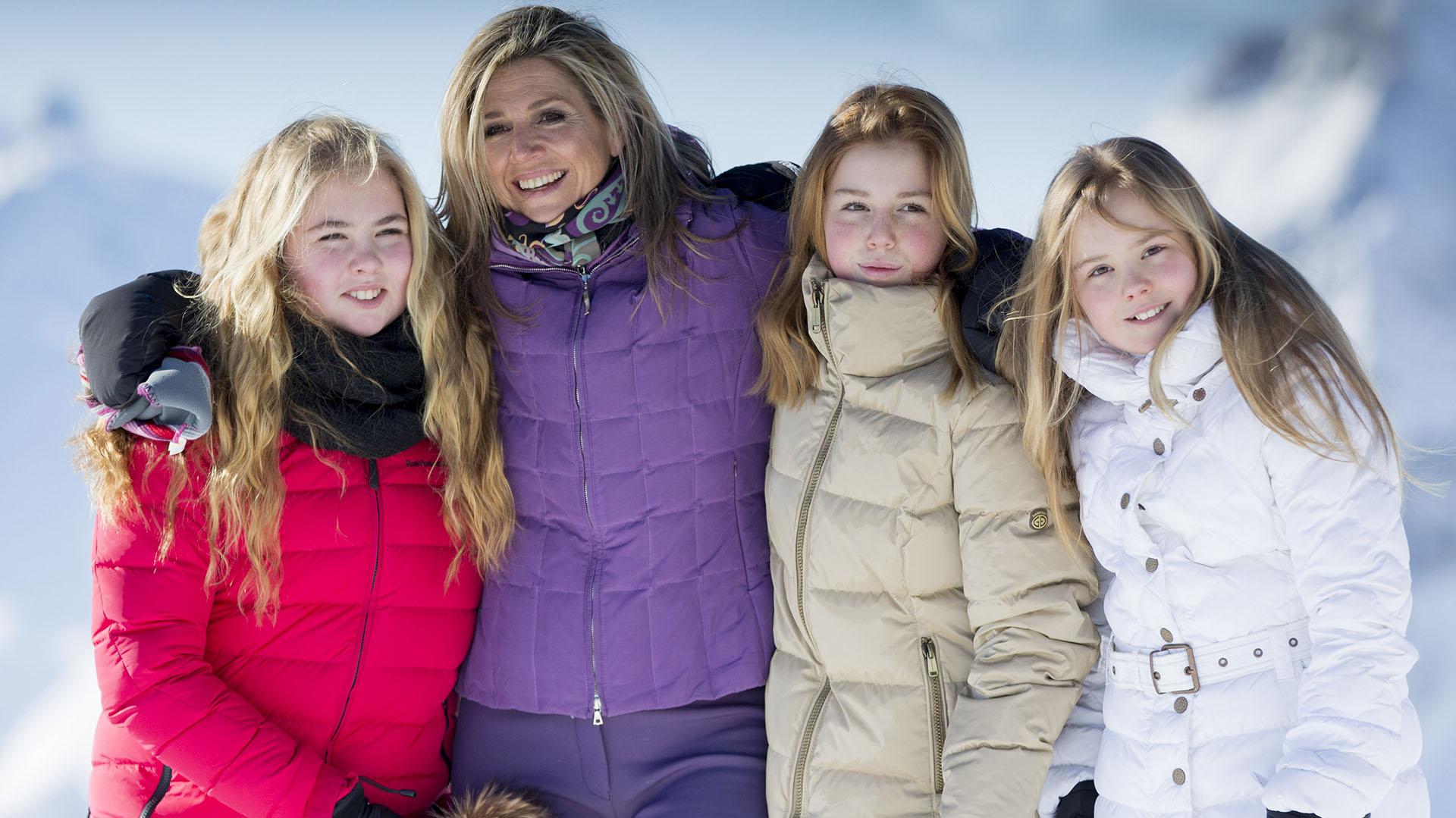 Máxima junto a sus tres hijas, las princesas Amalia, Alexia y Ariane, en sus vacaciones de invierno en Austria