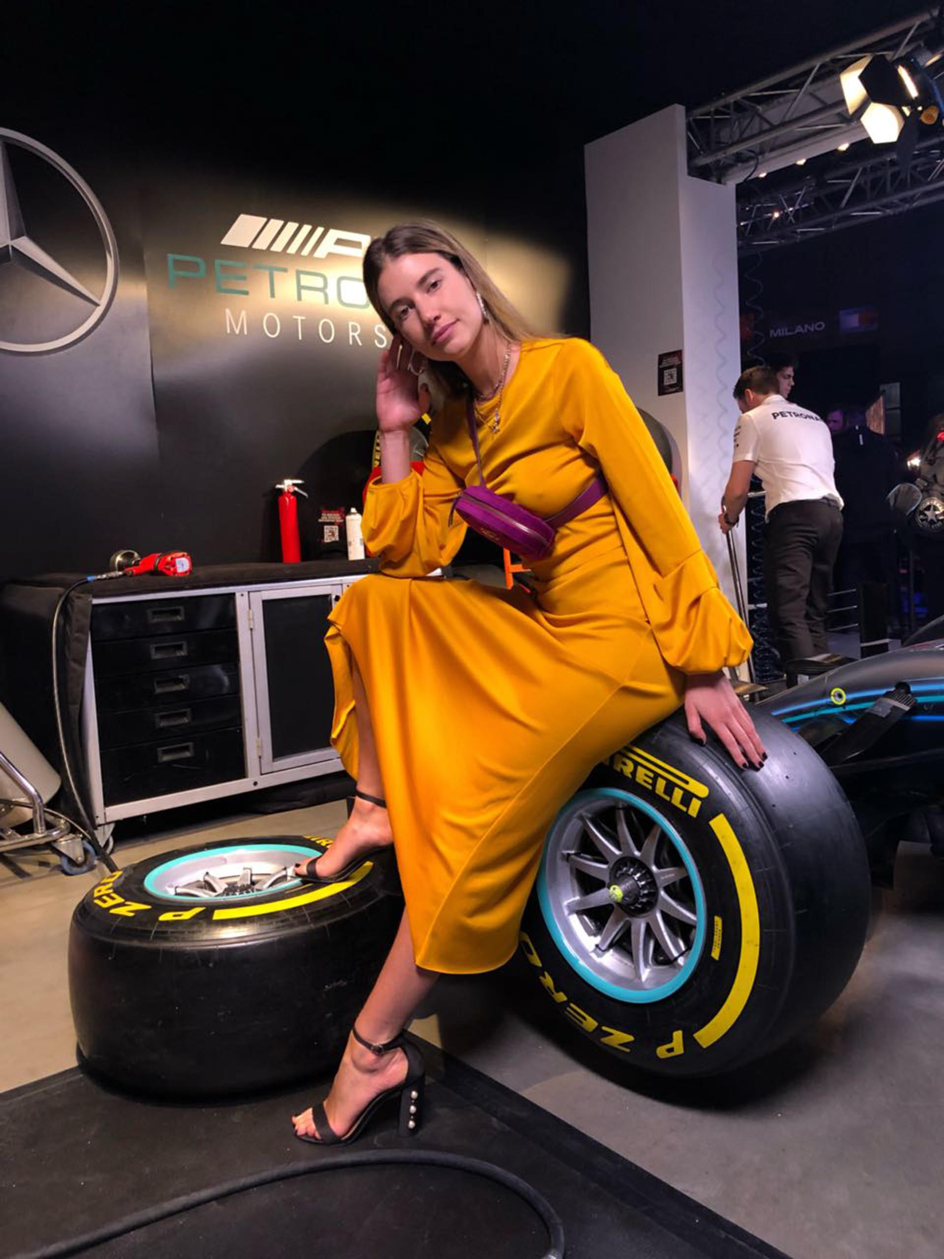 La influencer argentina Angie Landaburu participó de la front row del gran desfile de cierre del Milan Fashion Week