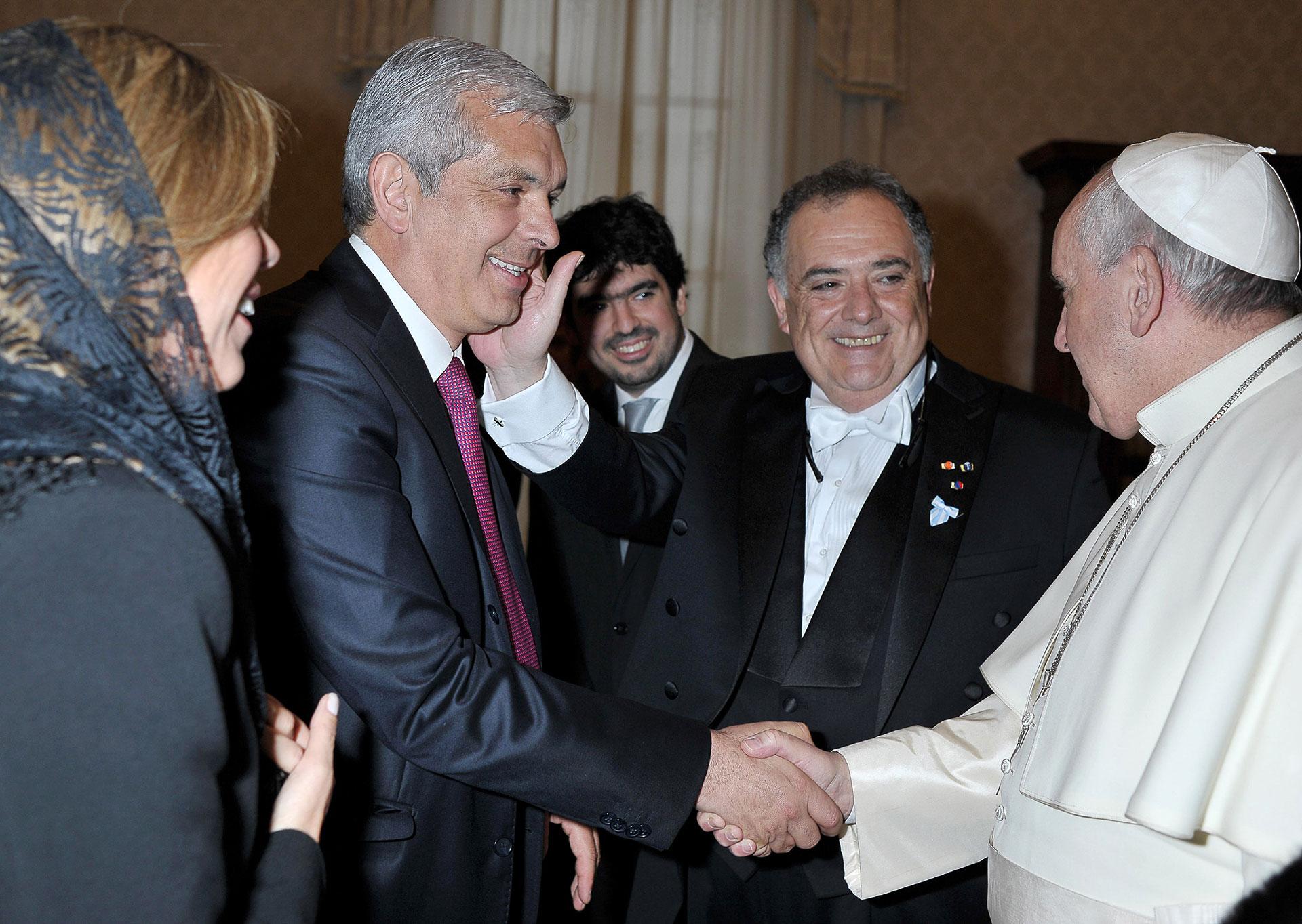 Domínguez mantiene un buen vinculo con el papa Francisco