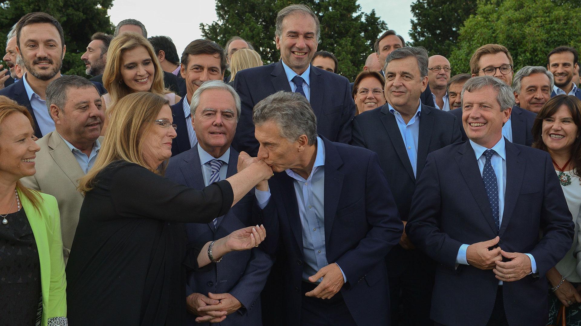 Mauricio Macri junto a diputados y senadores de Cambiemos (Prensa Presidencia)