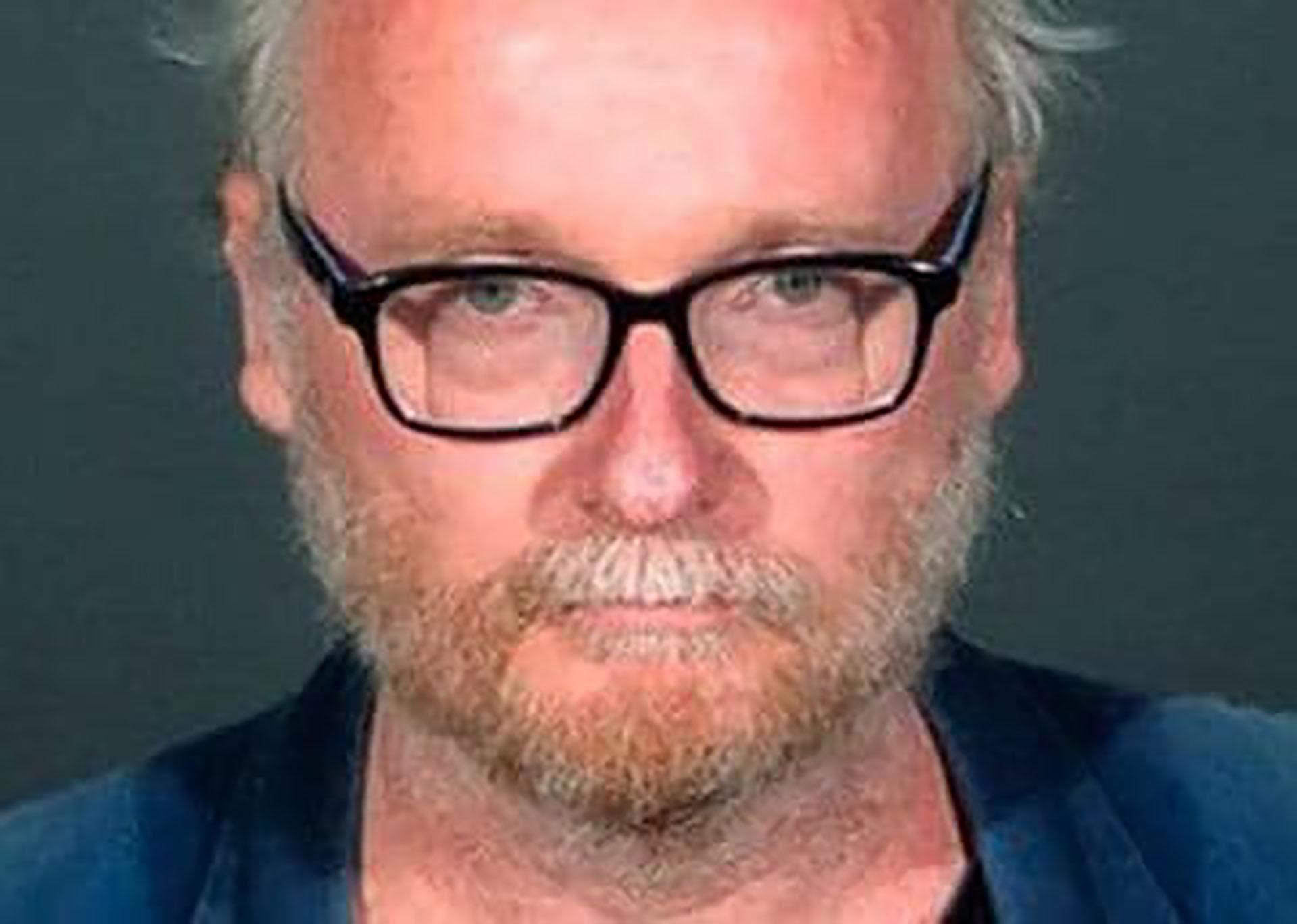 Christopher Bathum podría ser sentenciado a 65 años de prisión. Además, se le sumaron cargos por estafas a compañías aseguradoras por robar la identidad de sus pacientes y continuar con tratamientos fantasmas