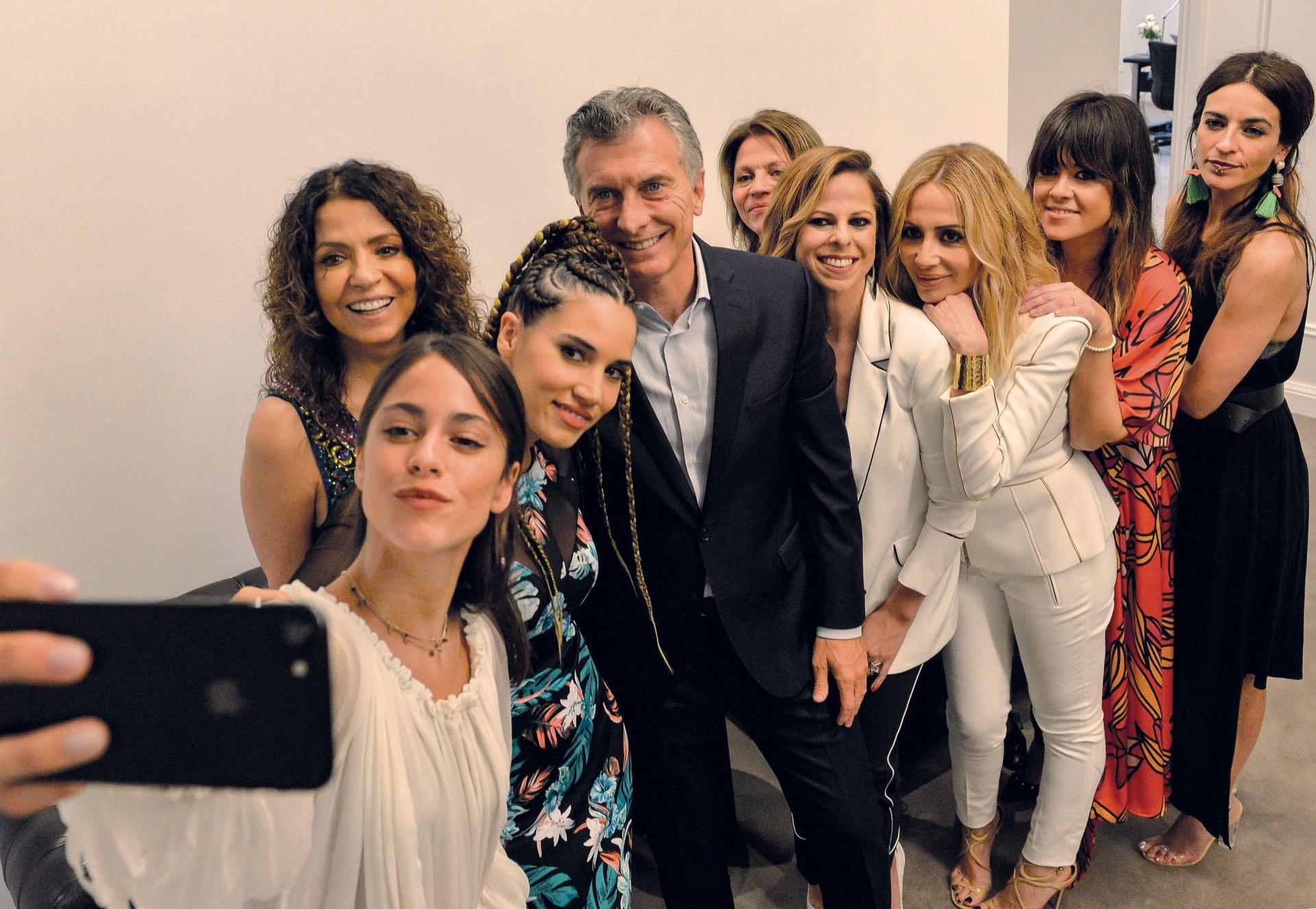 El viernes, Tini y sus colegas se reunieron con el presidente Mauricio Macri en la Rosada.