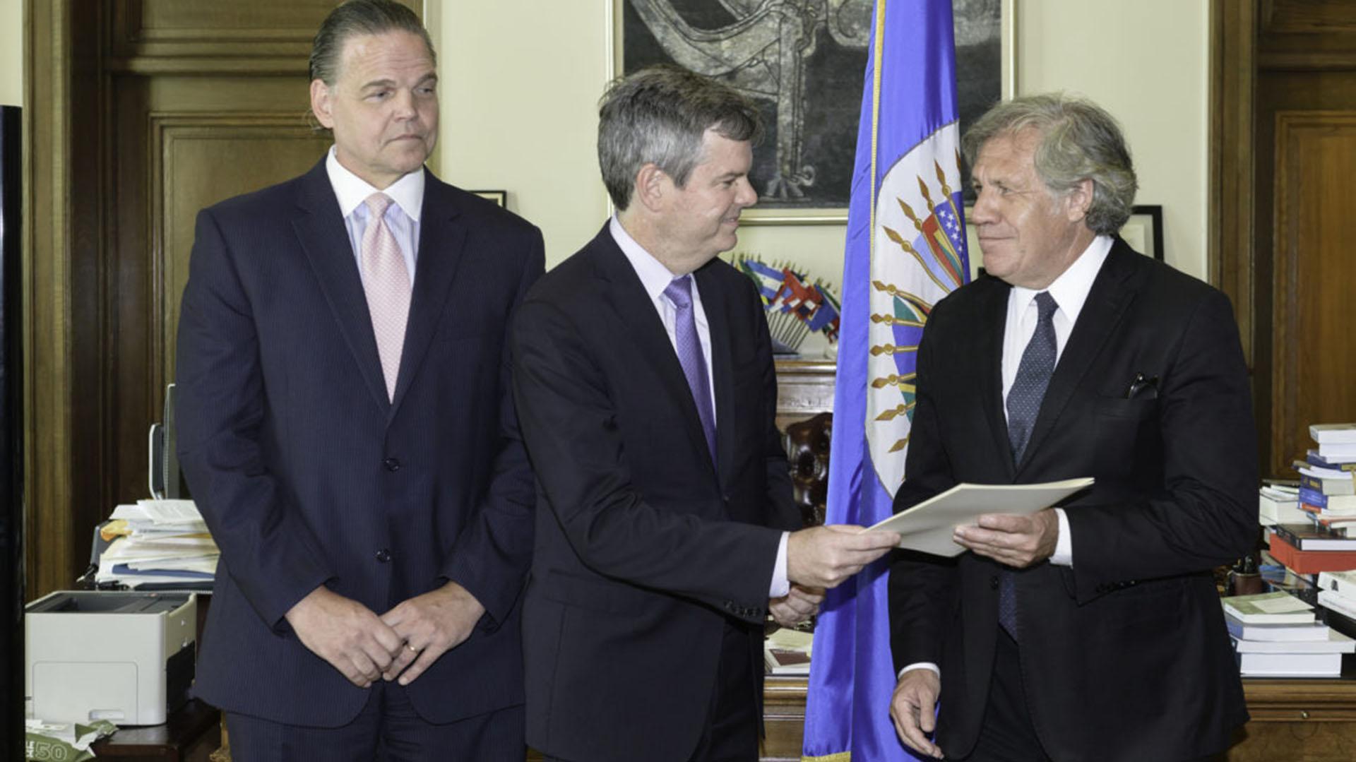 Sullivan, junto al secretario general de la OEA, Luis Almagro