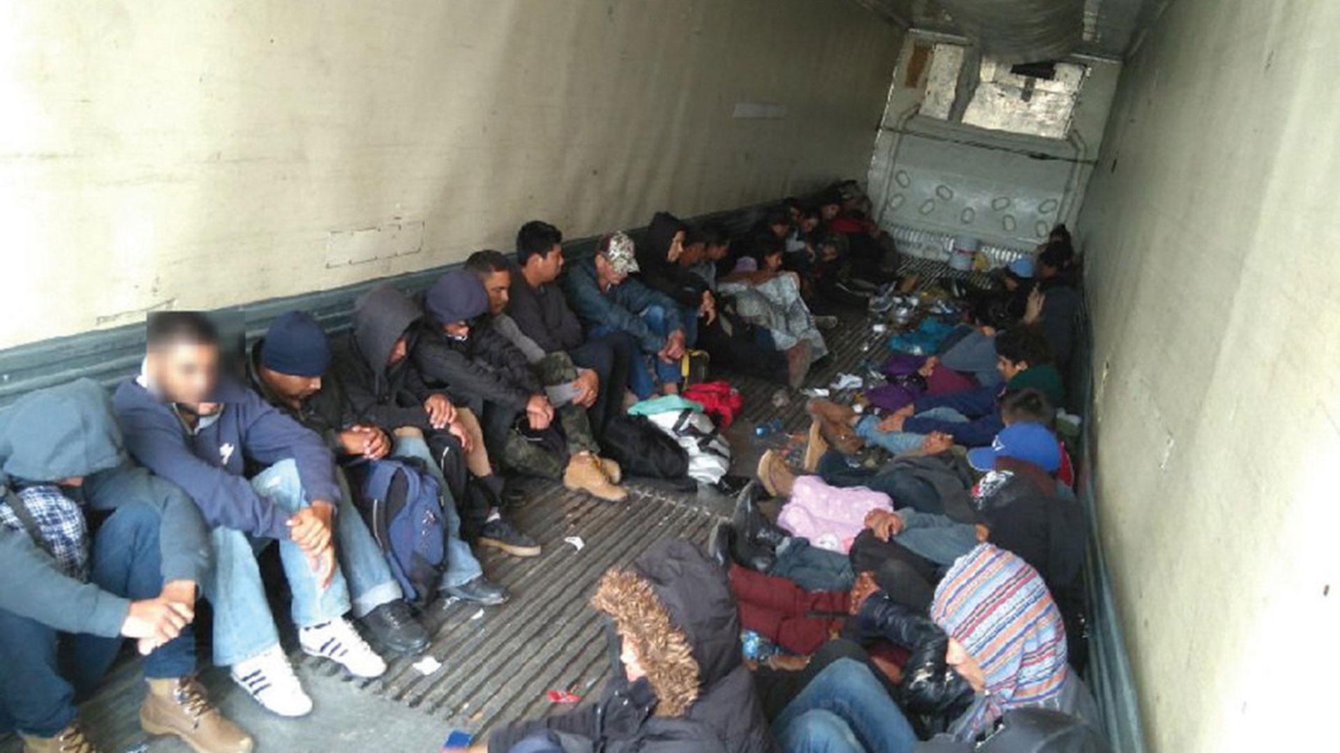 El grupo de personas estaba conformado por 95 hondureños, 37 guatemaltecos, cuatro salvadoreños y un ecuatoriano (EFE)