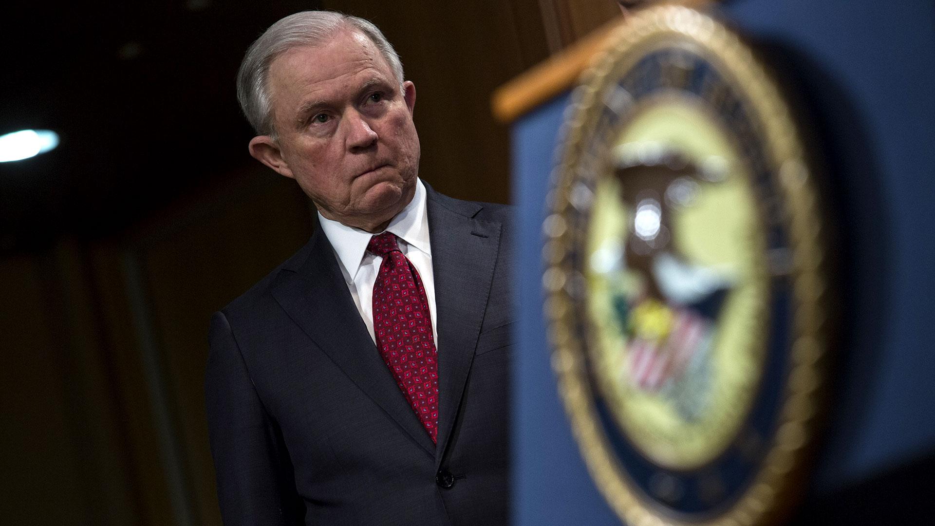 Según indicó Sessions, el grupo de trabajo utilizará todos los recursos penales y civiles disponibles bajo la ley federal para responsabilizar a los fabricantes de opioides por prácticas ilegales (AFP)