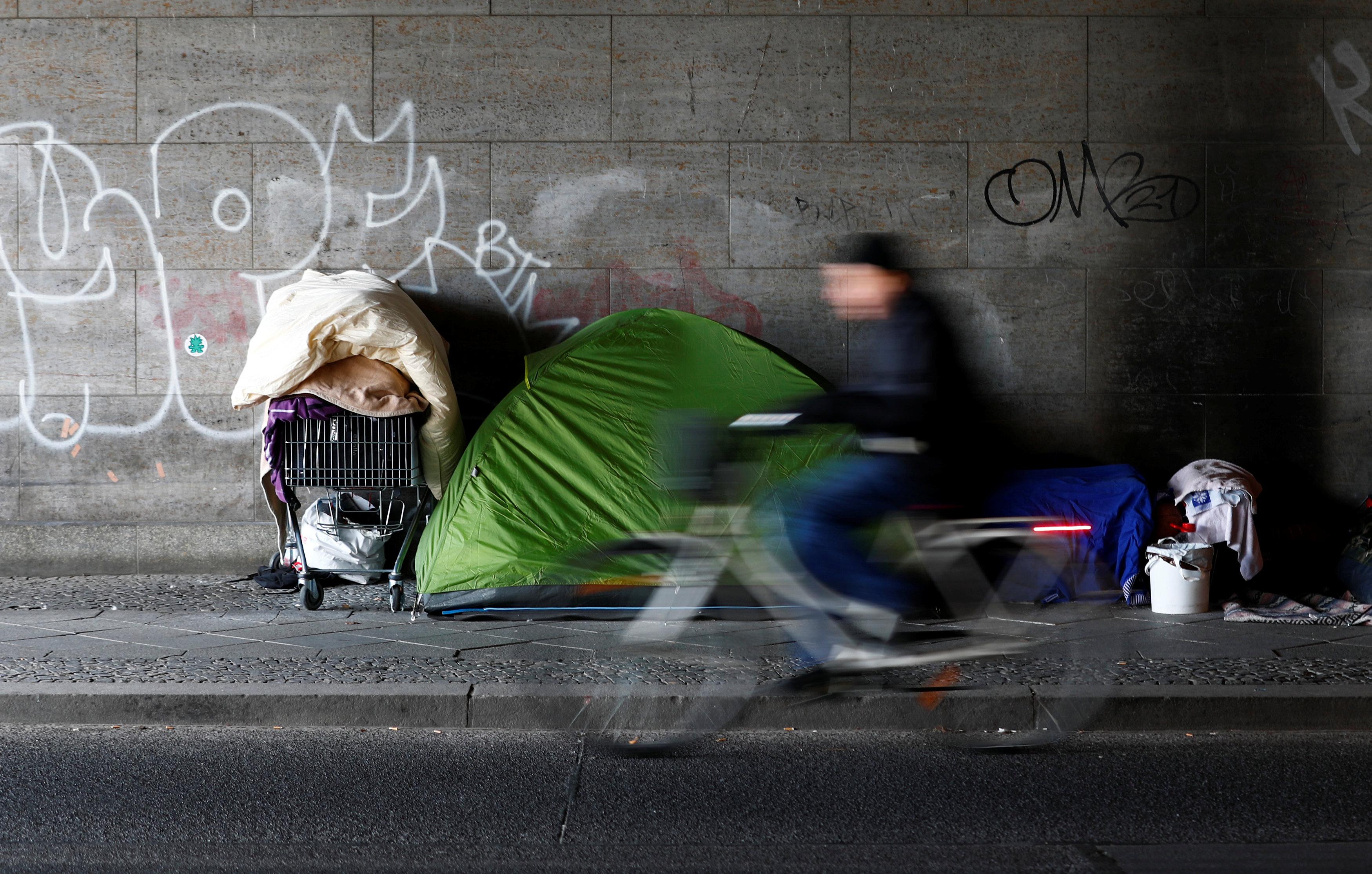 Un sin techo en Berlín, Alemania(REUTERS/Hannibal Hanschke)