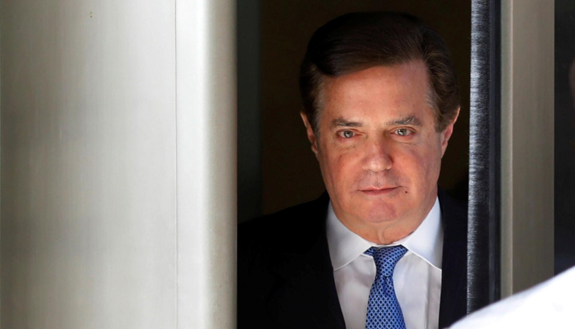 Paul Manafort sale de la corte en Washington (Reuters)