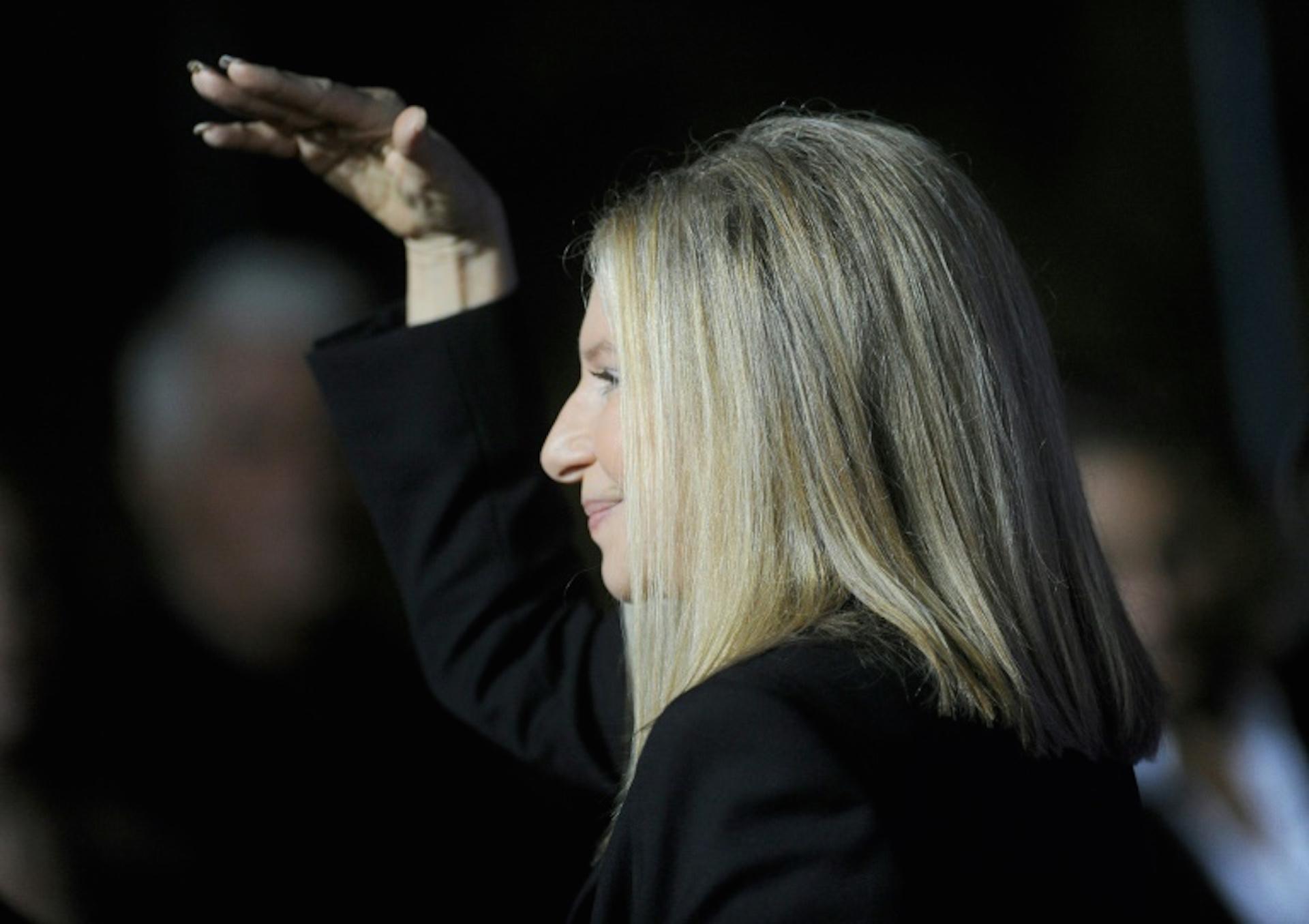 La cantante y actriz estadounidense Barbra Streisand, el 11 de diciembre de 2012 en Westwood, California (Getty/AFP/Archivos – Jason Merritt)