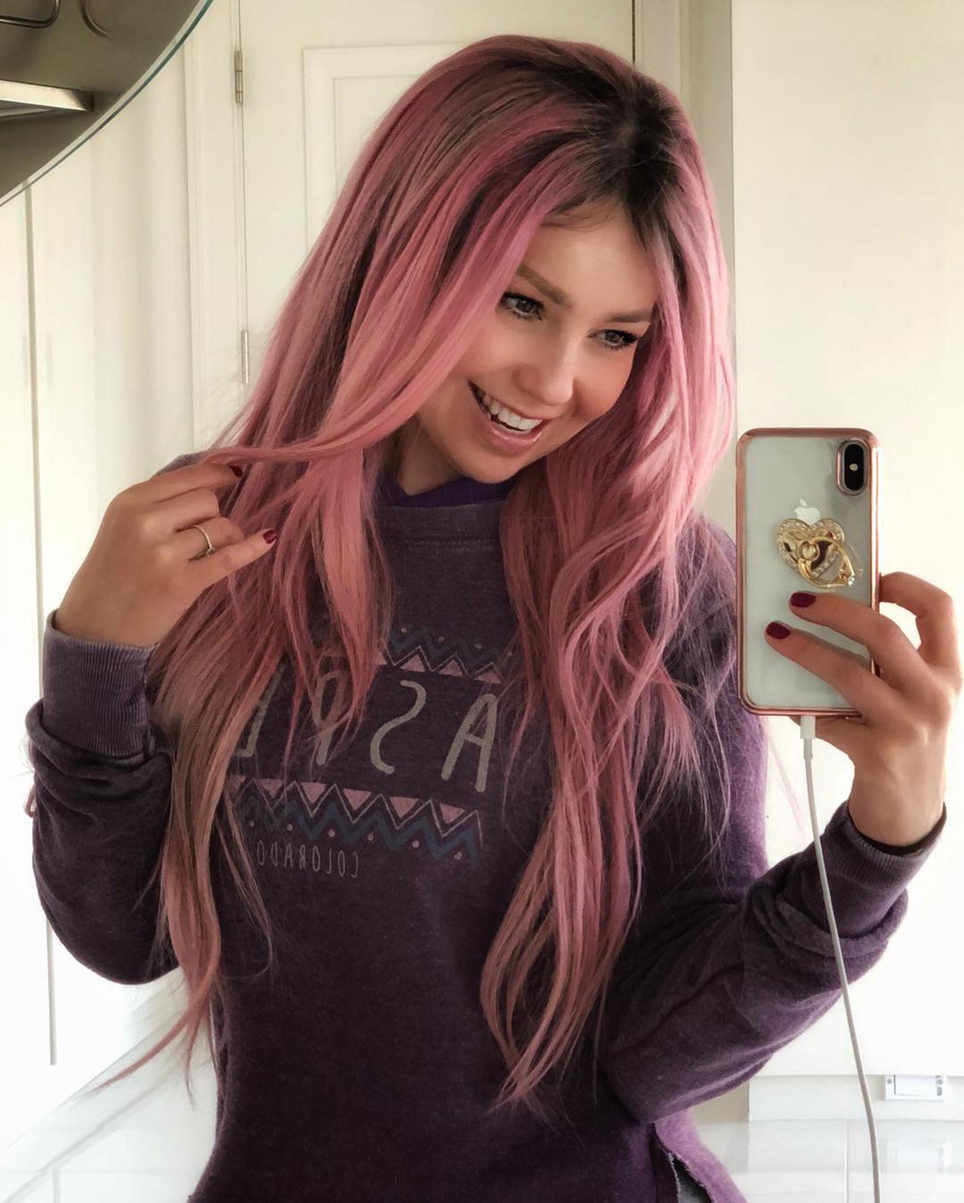 Thalia con su cabello pink. (Foto: Instagram)