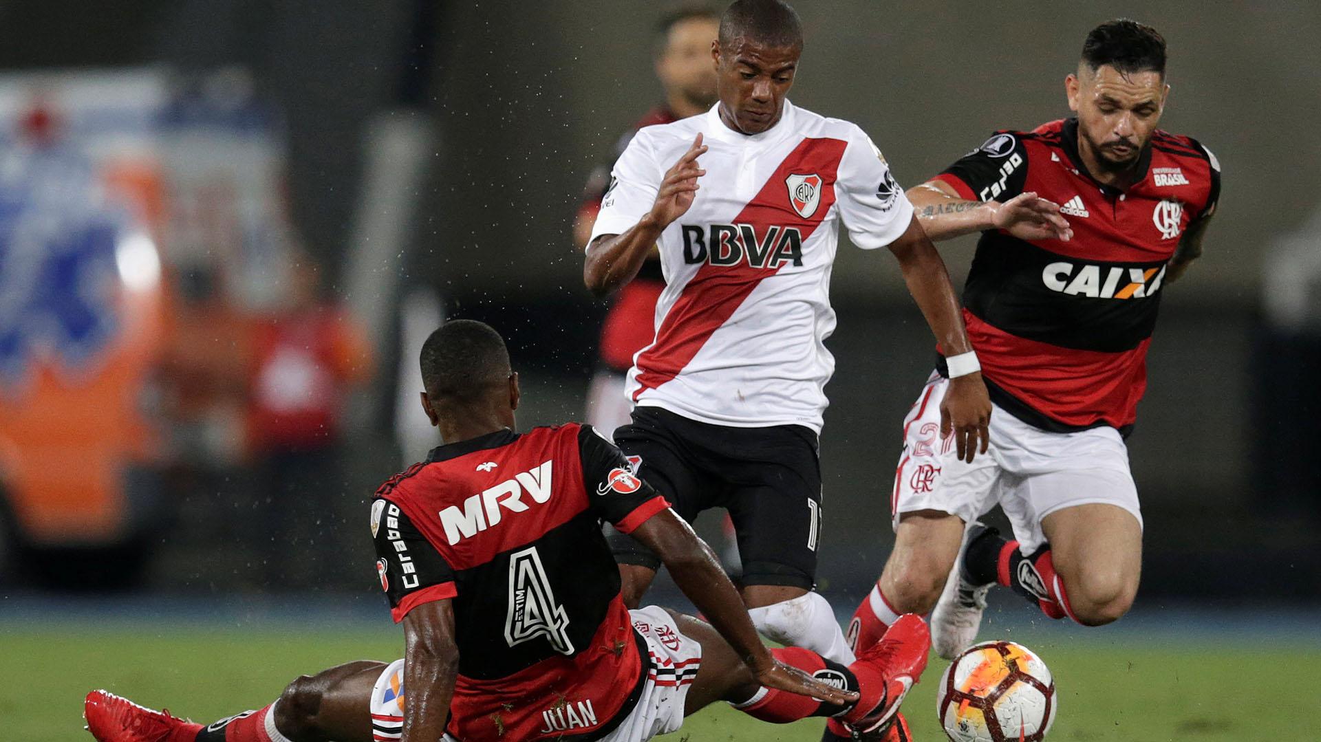 De la Cruz colaboró con dos goles claves en sus pocas apariciones en la Libertadores (REUTERS)