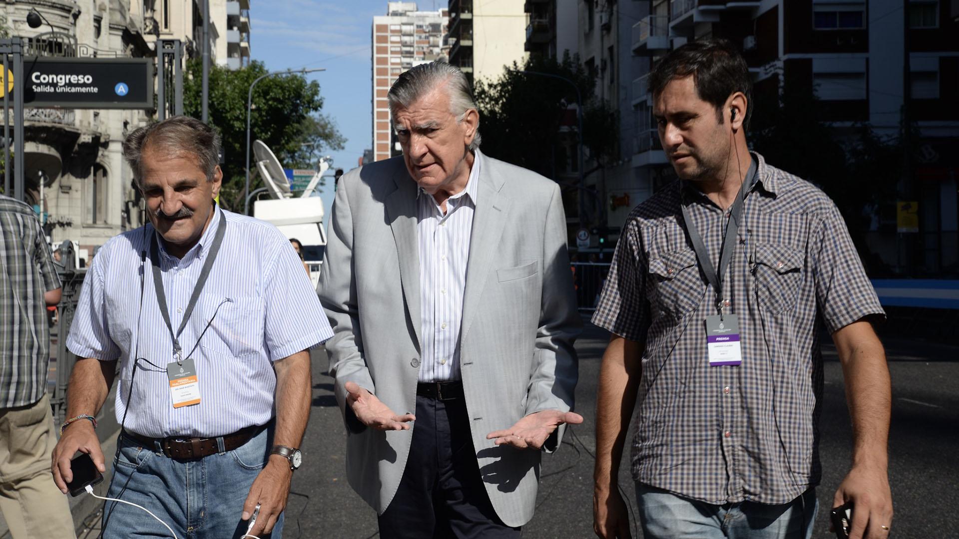 José Luis Gioja llega al Congreso