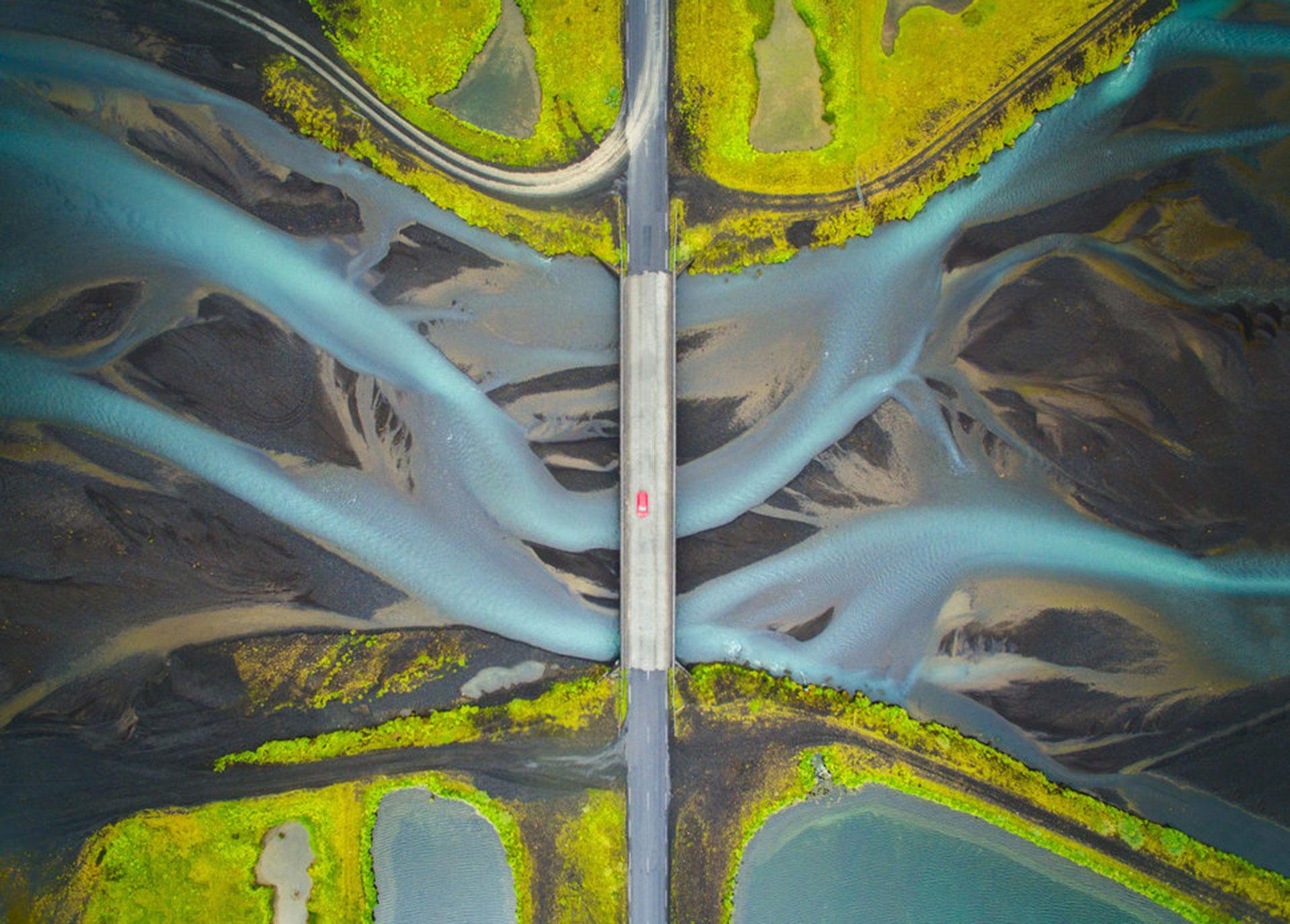 """Competencia """"Abierto"""" – Categoría """"Viajes"""": vista aérea del río Glacial en Islandia (Gentileza Sony World Photography Awards)"""