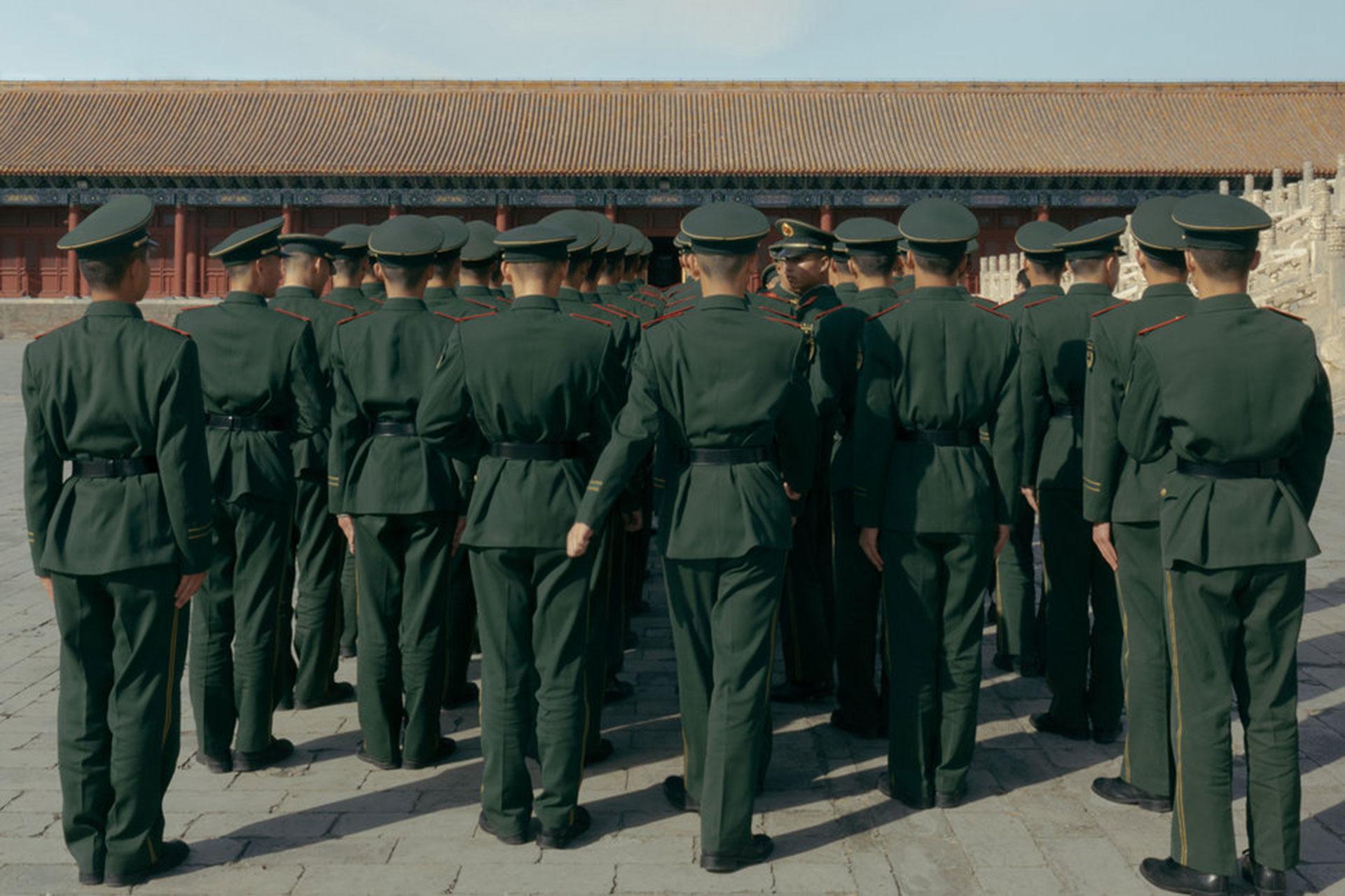 """Competencia """"Profesional"""" – Categoría """"Descubrimiento"""":soldados en China (Gentileza Sony World Photography Awards)"""
