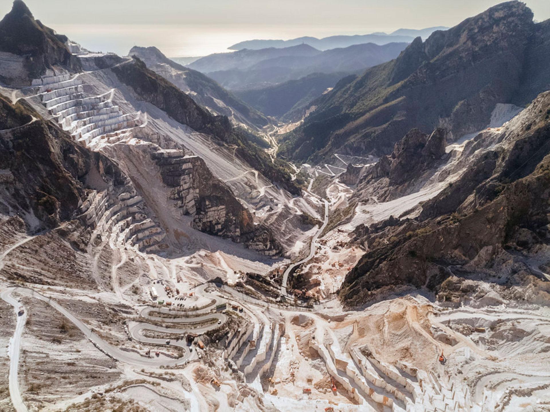 """Competencia """"Profesional"""" – Categoría """"Paisajes"""": Una vista del """"valle de mármol"""" de Torano en los Alpes Apuanos, una de las zonas más ricas en mármol de Italia. (Gentileza Sony World Photography Awards)"""