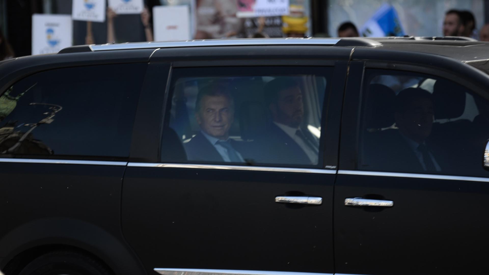 Macri arribó al Congreso en una camioneta blindada