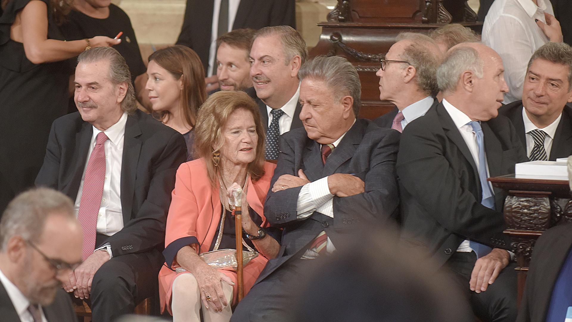El palco de la Corte Suprema: Juan Carlos Maqueda, Elena Highton, el ex presidente Eduardo Duhalde, y el presidente del máximo tribunal Ricardo Lorenzetti en diálogo con Horacio Rosatti