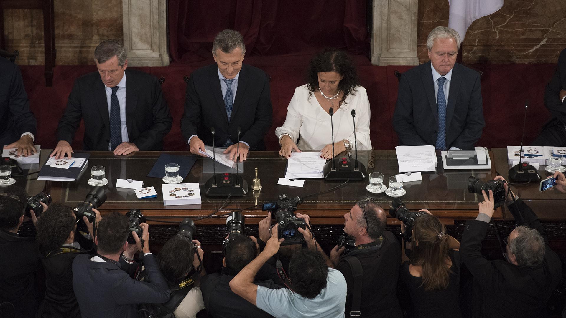 Emilio Monzó, Mauricio Macri, Gabriela Michetti y Federico Pinedo retratados por los fotógrafos