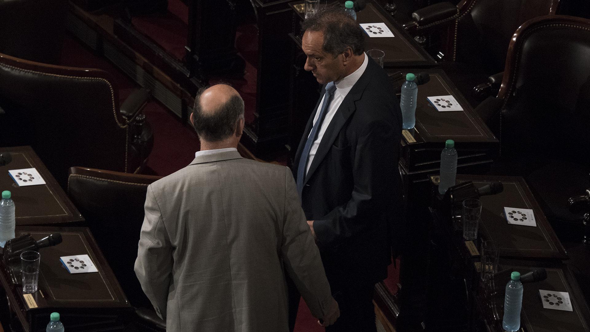 Daniel Scioli se ubica en su banca