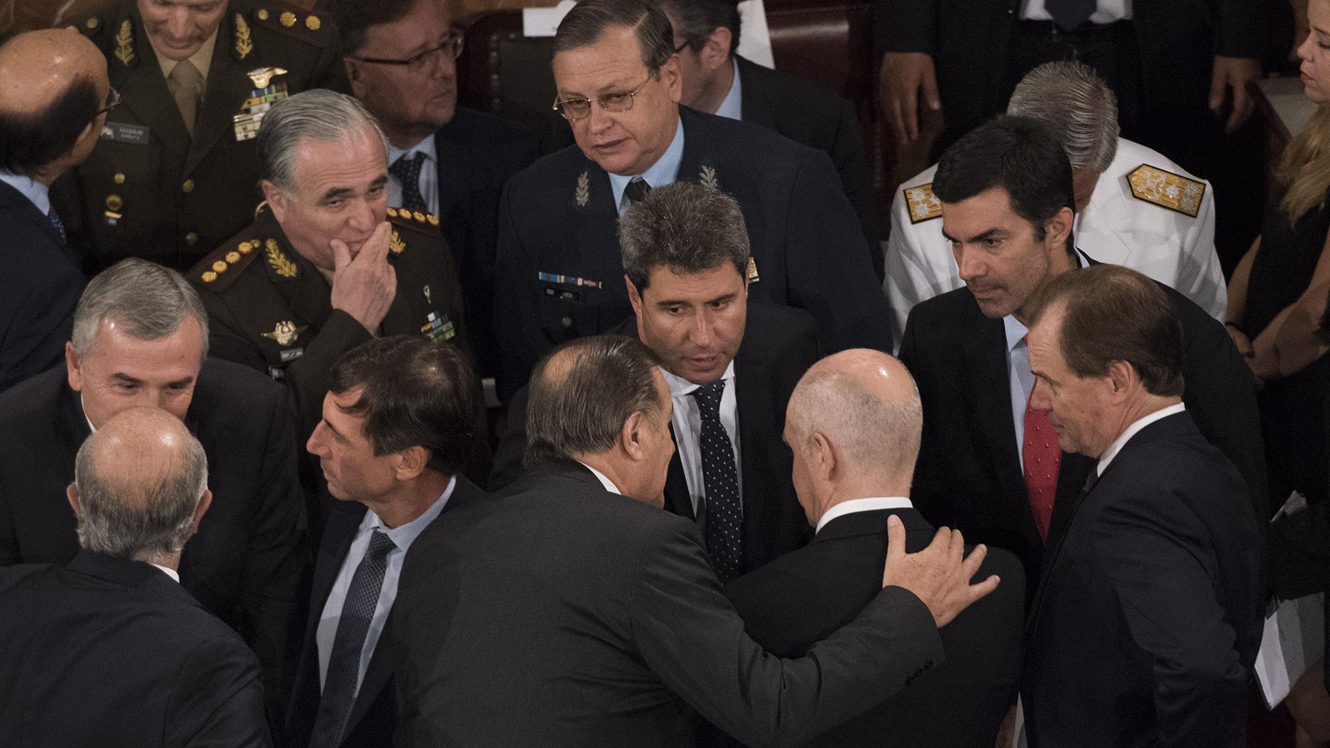 Sergio Uñac junto a Urtubey, Bordet y otros gobernadores