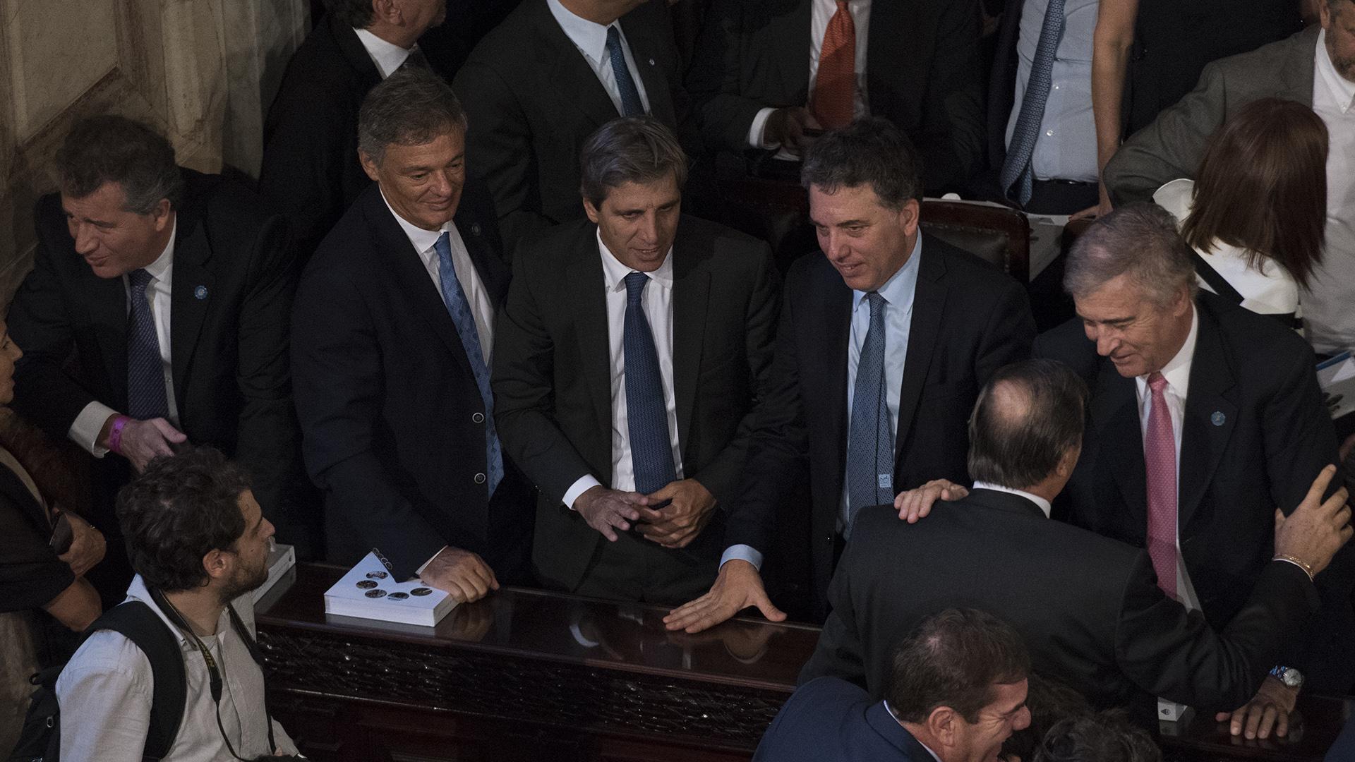 Los ministros Etchevehere (Agroindustria), Cabrera (Producción), Caputo (Finanzas), Dujovne (Hacienda) e Ibarra (Modernización)