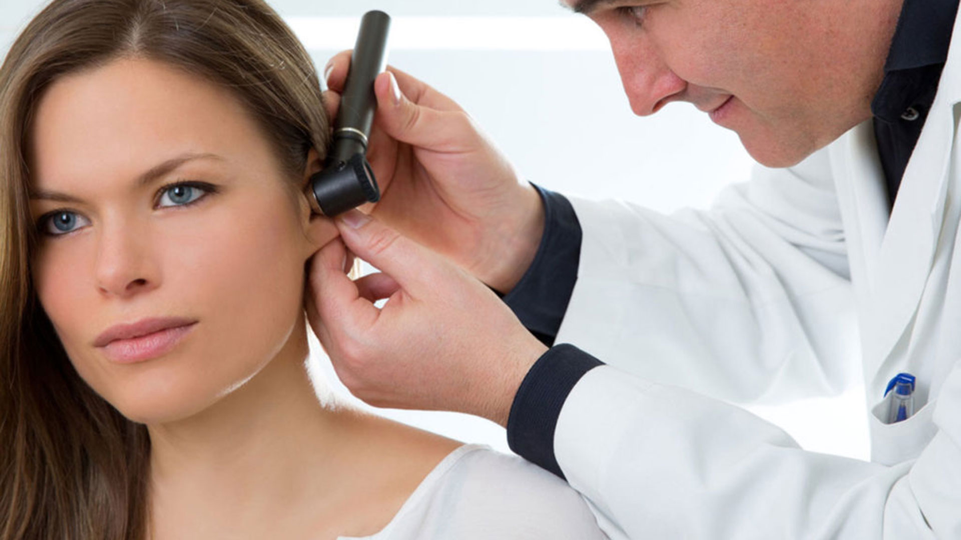 En algunos pacientes esta condición puede afectar su vida cotidiana y su funcionalidad, además de la posibilidad de que presente síntomas de ansiedad ante la imposibilidad de que el zumbido cese