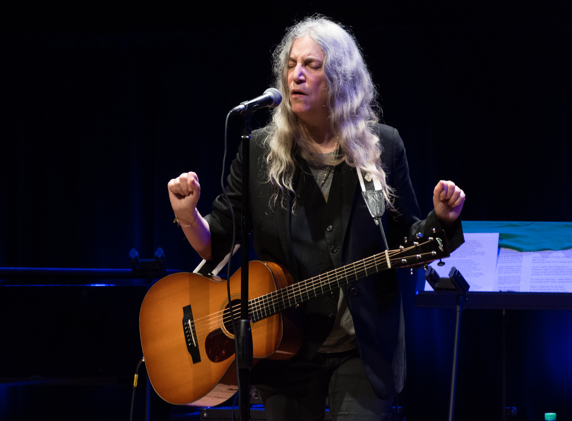 Patti Smith sobre el escenario