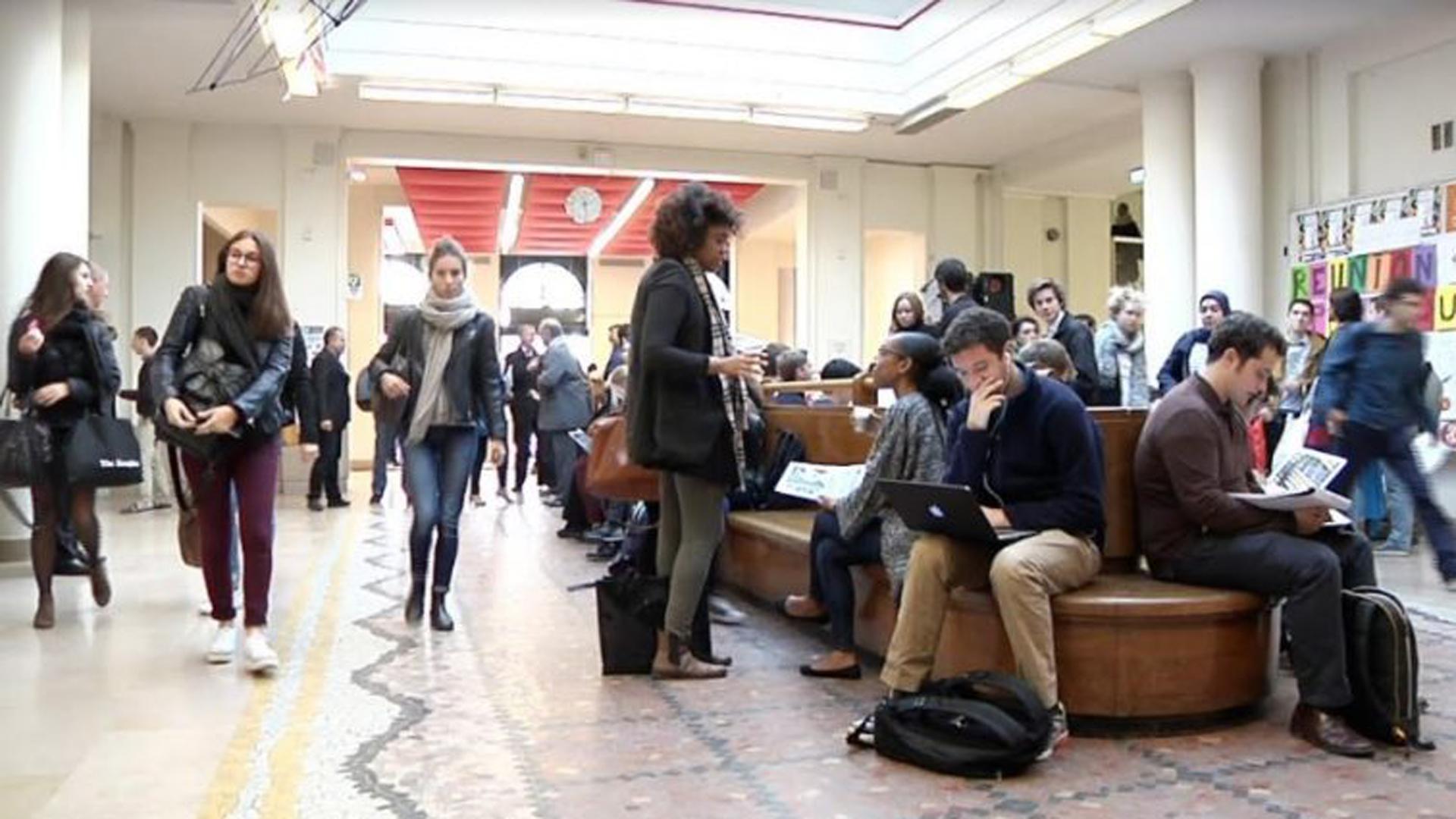 Los estudiantes son preparados para los desafíos de un mundo moderno en permanente cambio