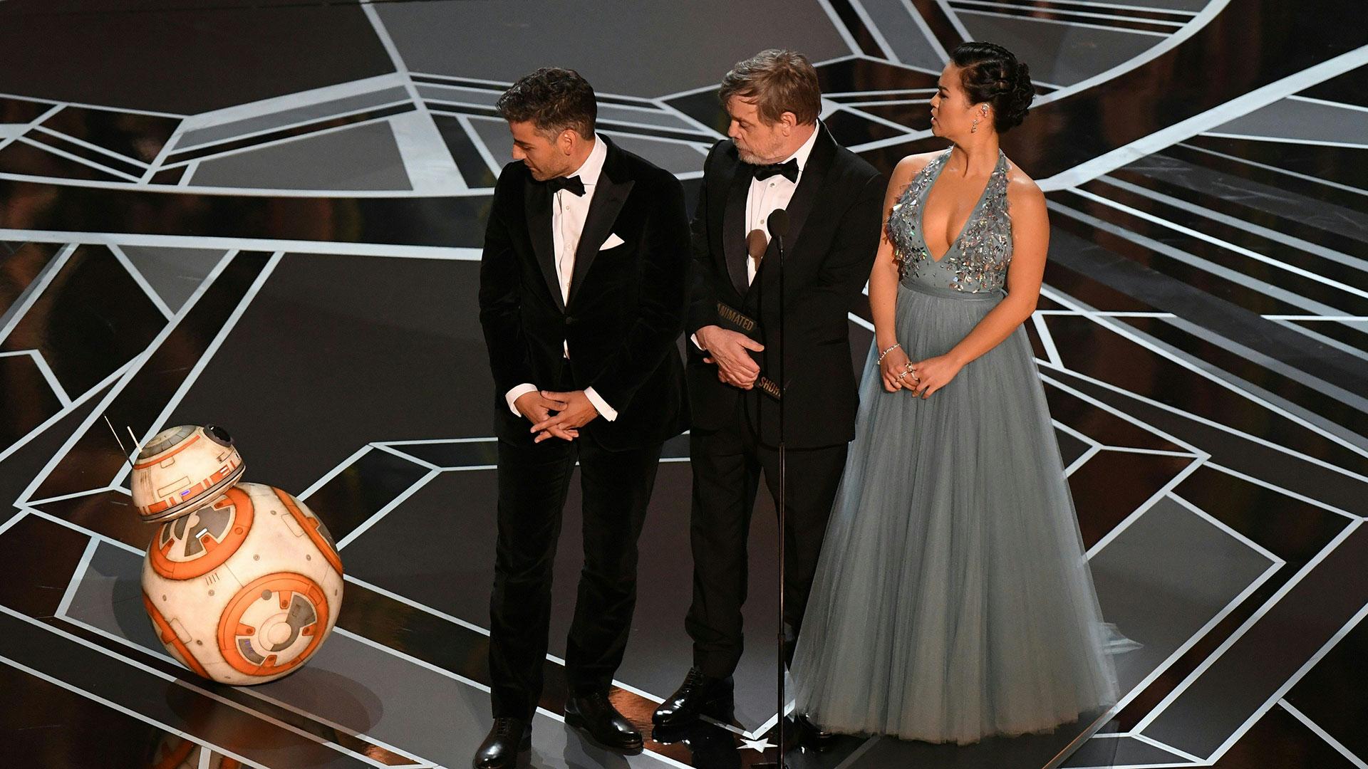 Bb8, el droide de la saga Star Wars, participó de la entrega de los premios Oscar 2018