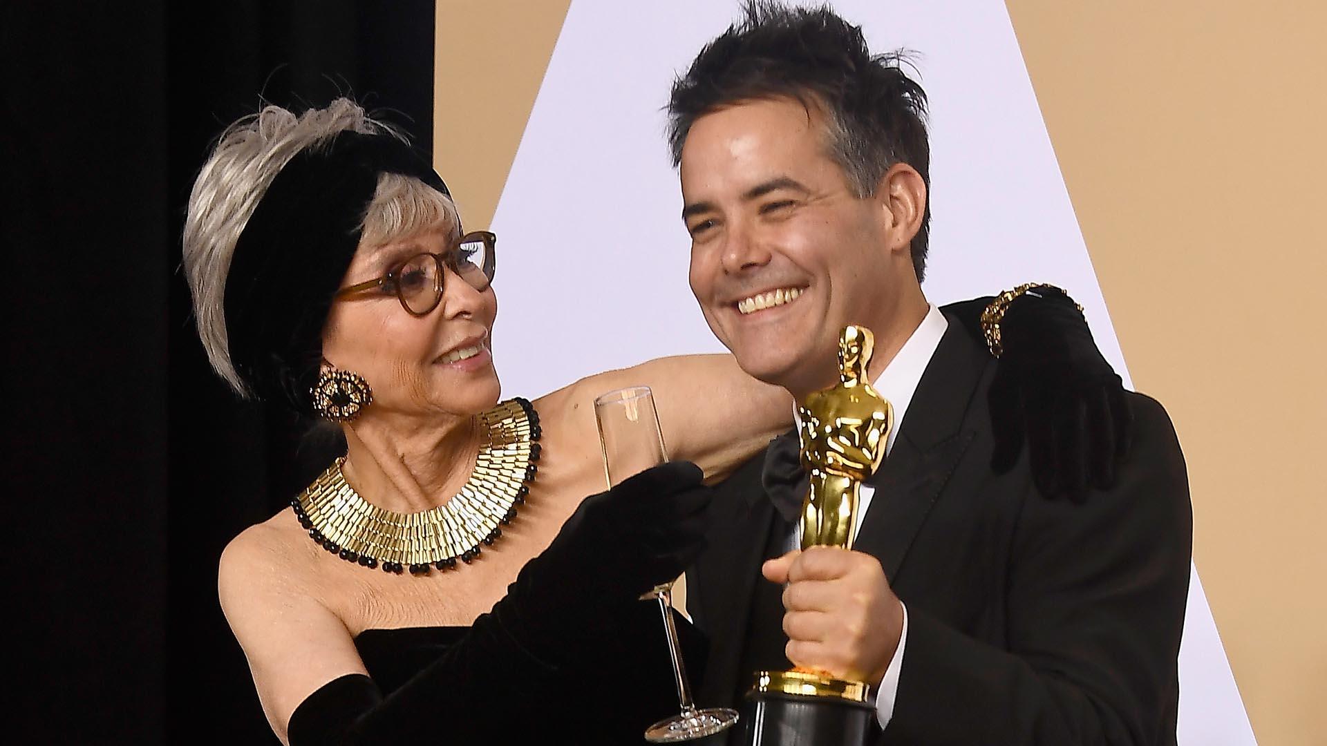 """La actriz Rita Moreno felicita al director Sebastián Lelio ganador del Oscar a la Mejor película extranjera por la cinta chilena """"Una mujer fantástica"""""""
