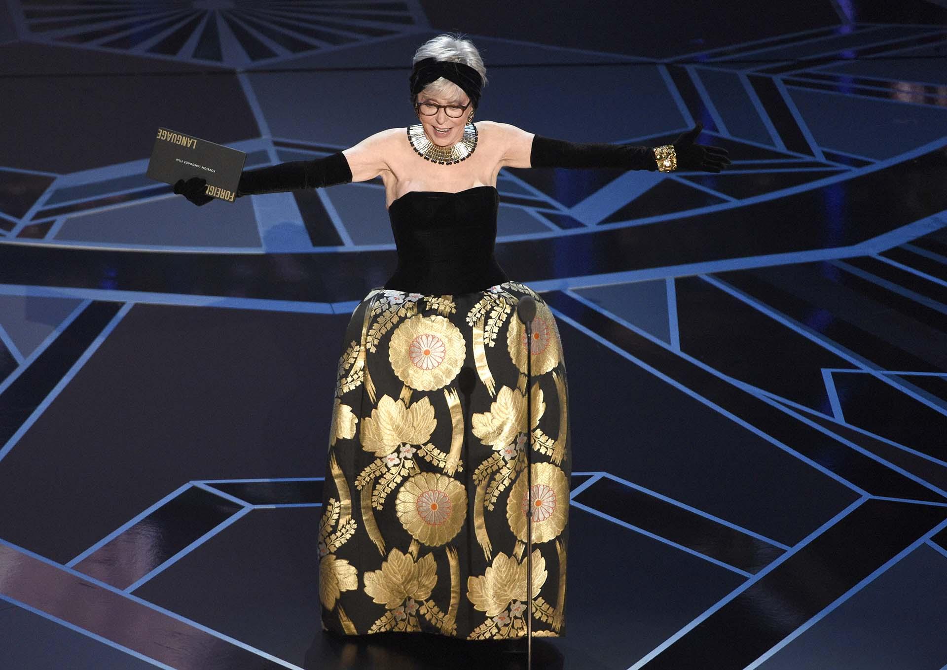 Rita Moreno asistió a la ceremonia con el mismo vestido que usó cuando ganó la estatuilla en 1962