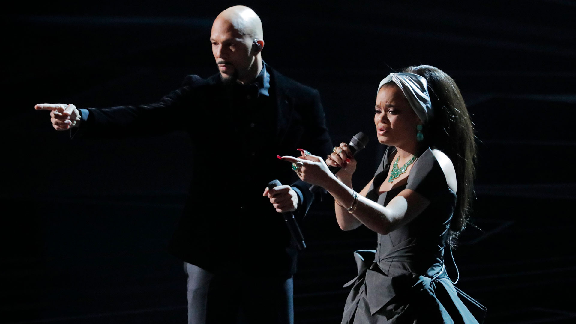 "Andra Day y Common interpretaron el tema ""Stand Up For Something"", de la pelicula ""Marshall"" (Reuters)"