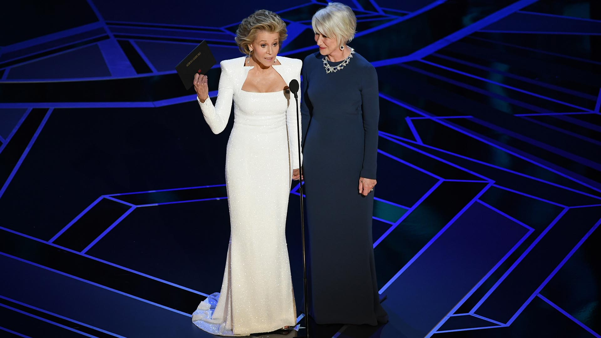 Jane Fonda y Helen Mirren entregaron el premio a Mejor Actor (Getty Images/AFP)