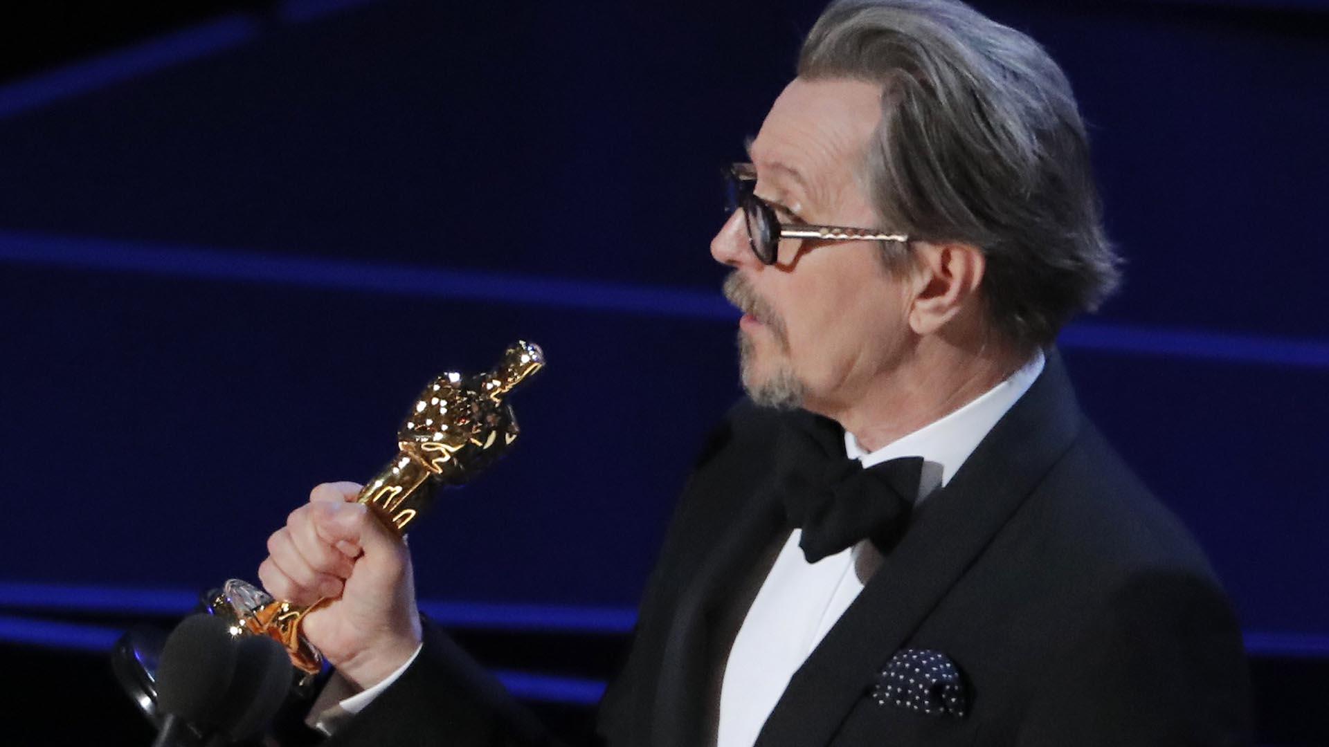 """Gary Oldman ganó el Oscar a Mejor Actor por su interpretación de Winston Churchill en """"Las Horas más Oscuras"""""""