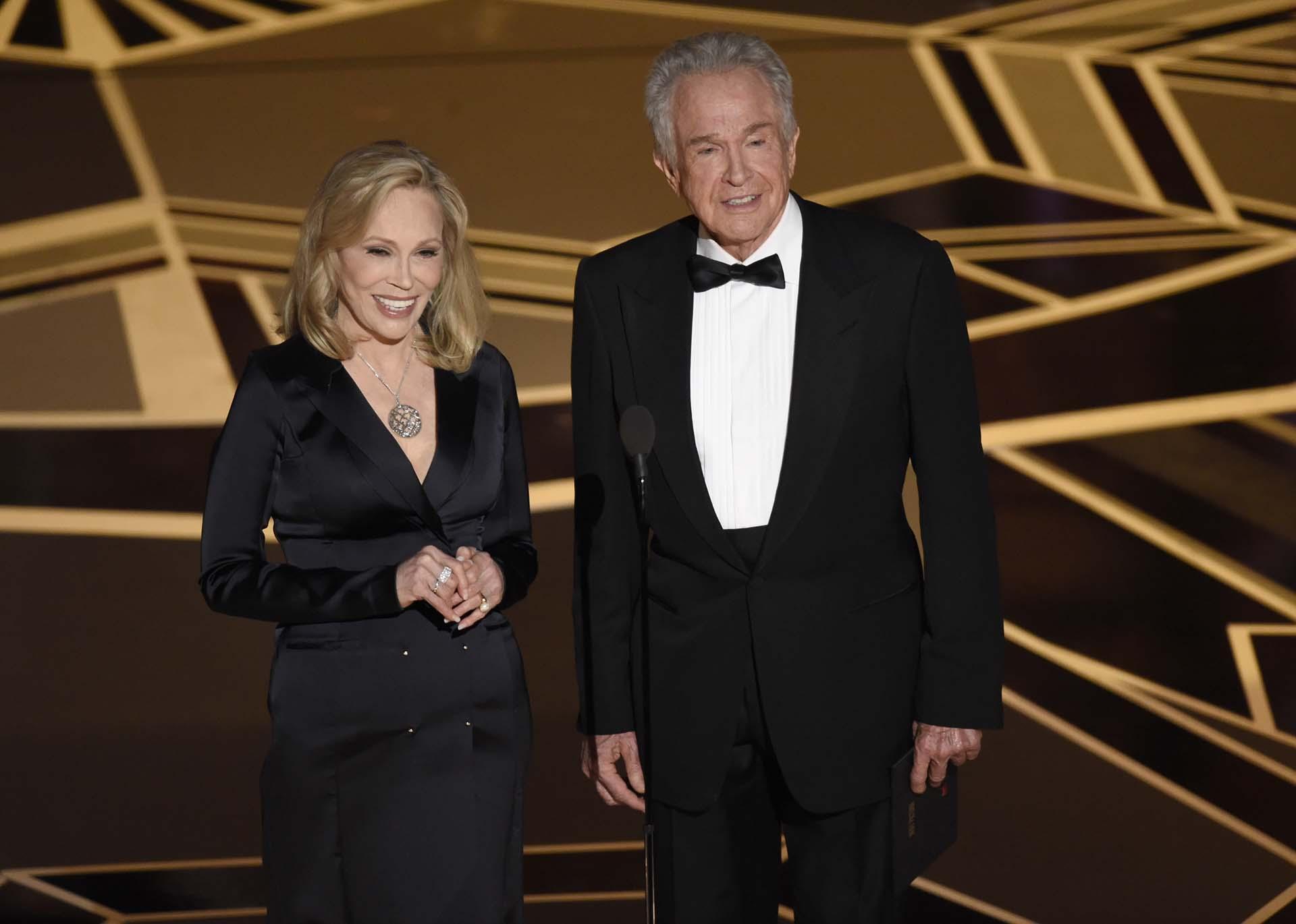 Faye Dunaway y Warren Beatty presentaron el Oscar a la Mejor película en el Dolby Theatre de Los Angeles