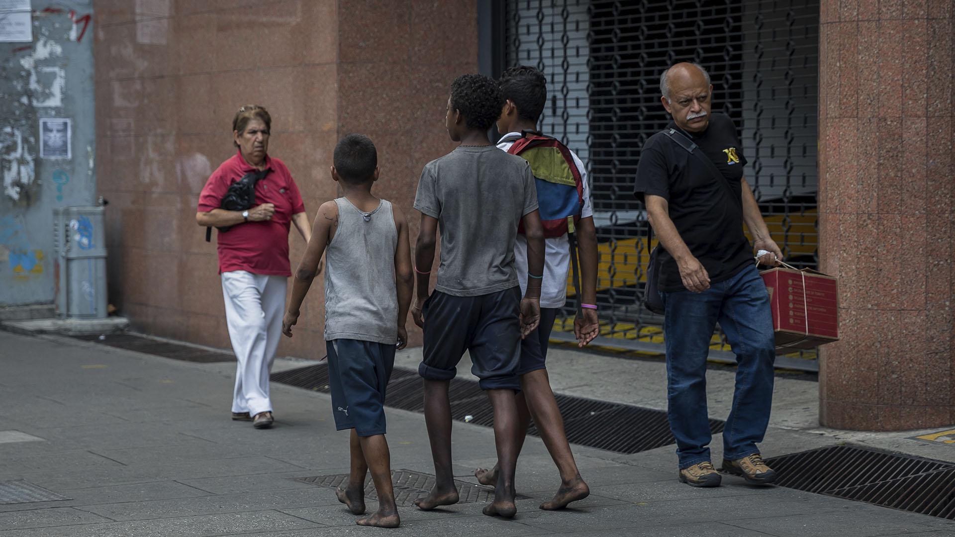 Cada vez más niños deambulan por las calles del país (EFE)