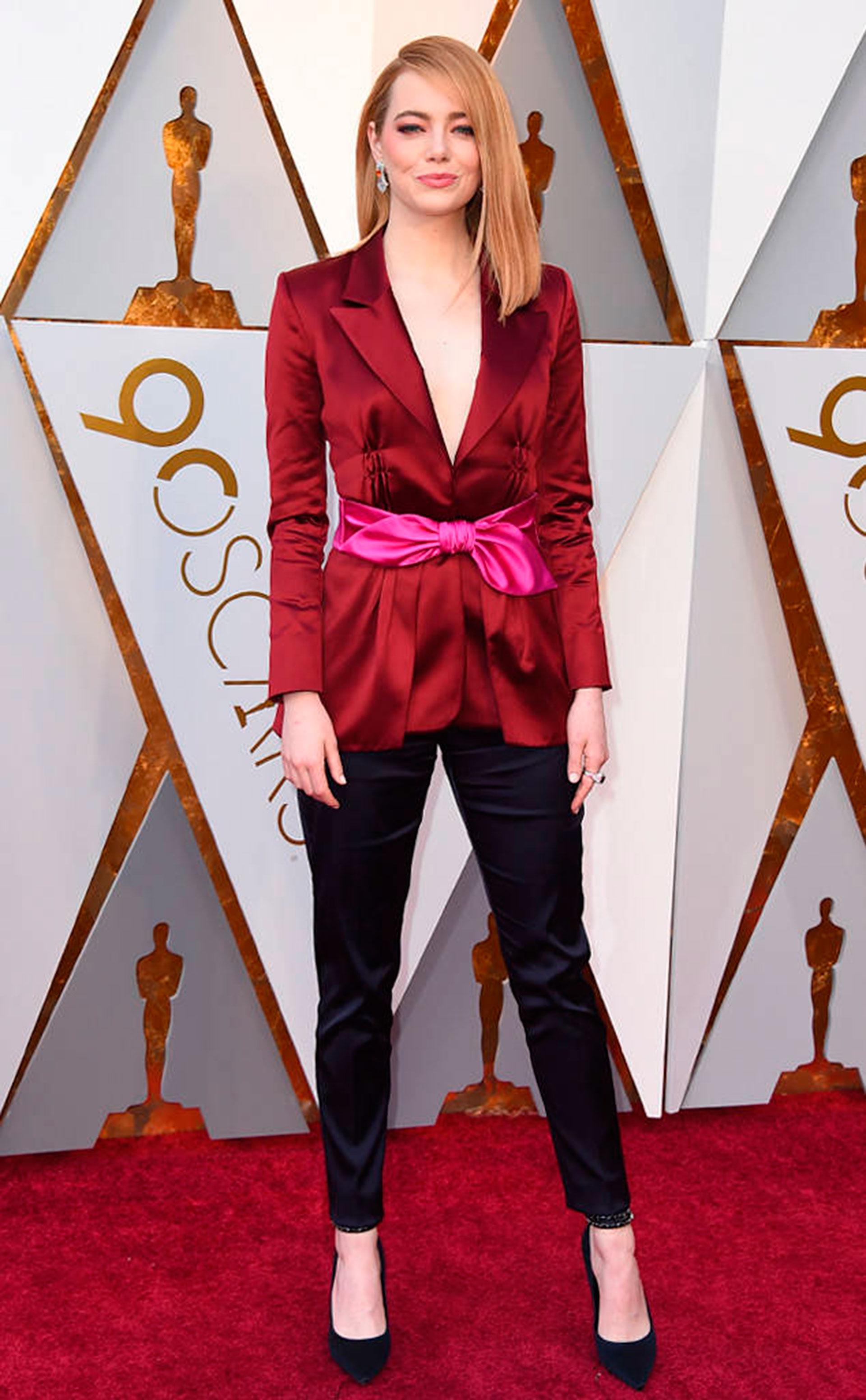 Emma Stone, audaz y en pantalones by Louis Vuitton (Foto gentileza E!)