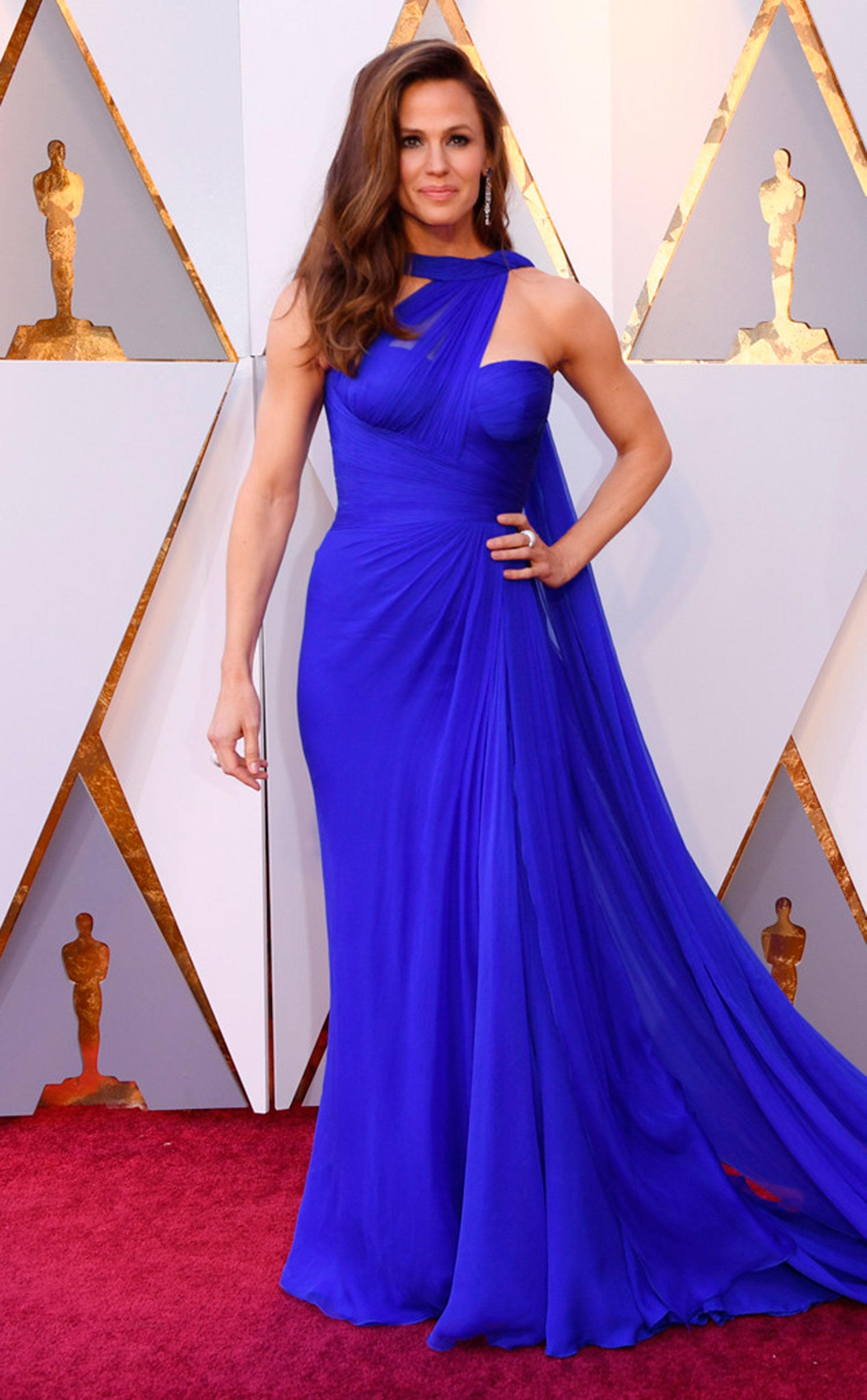 Jennifer Garner en azul, uno de los tonos destacados de la noche (Foto gentileza E!)