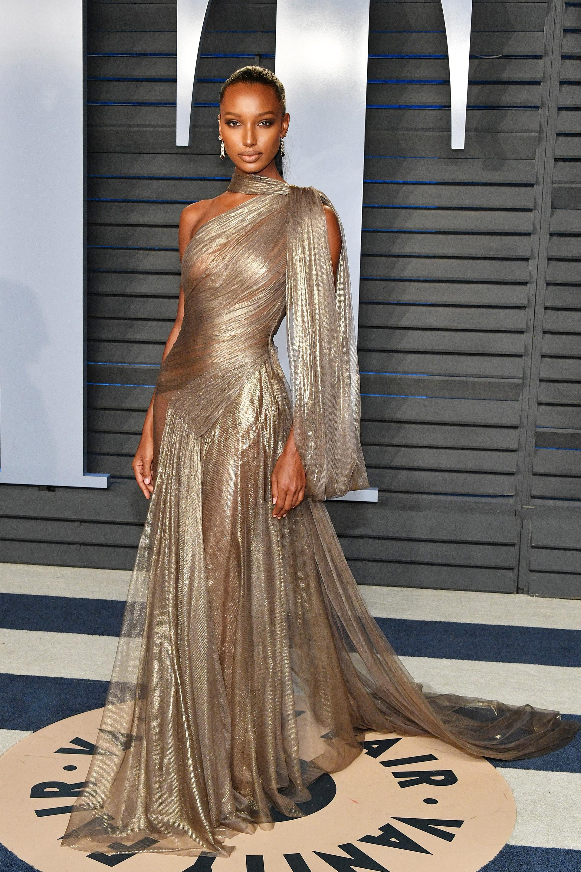 Jasmine Tookes, la modelo de Victoria Secret, otra de las musas que brilló en metalizado