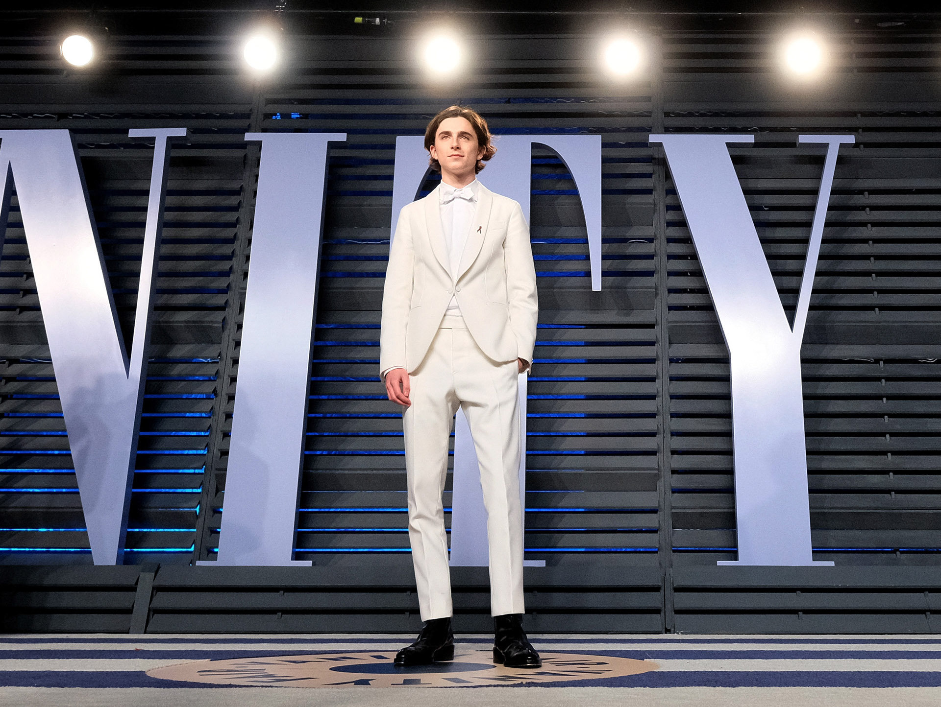 El actor  revelación -Timothée Chalamet- nominada a mejor actor por su interpretación en 'Call me by your name ' sorprendió con un smoking en total white.