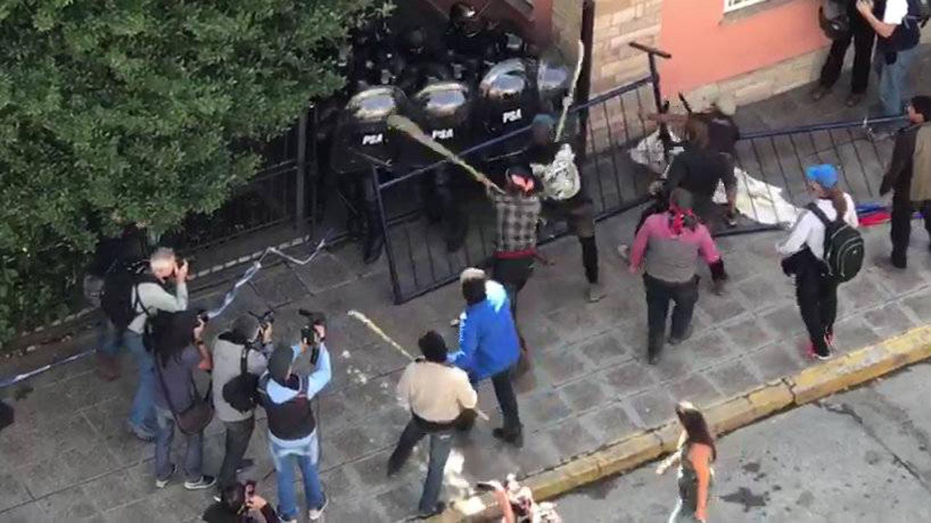 Hubo incidentes en Bariloche cuando se conoció el fallo de primera instancia que allanó su extradición