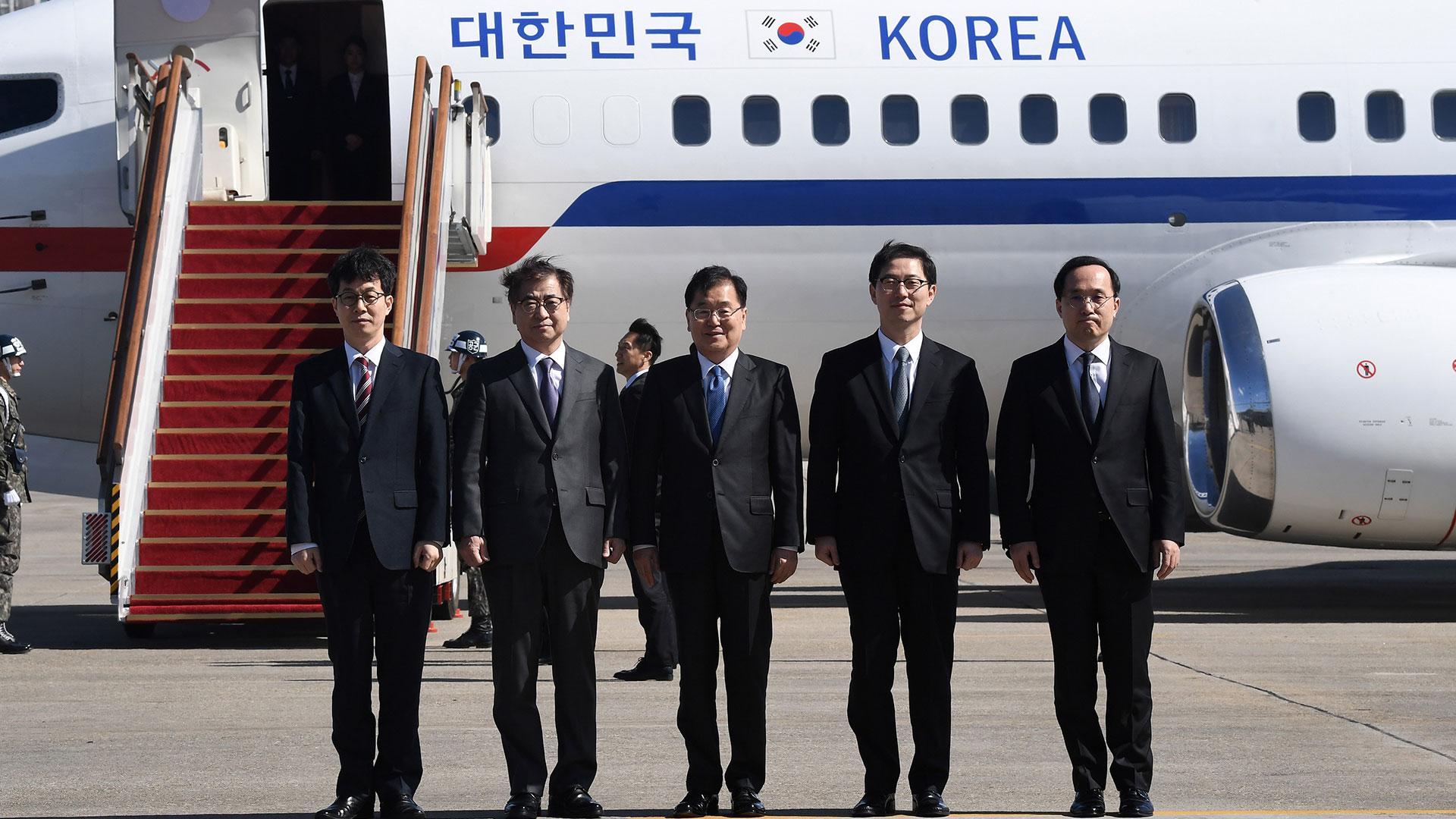 La delegación surcoreana que se reunió con funcionarios de Corea del Norte (AFP)