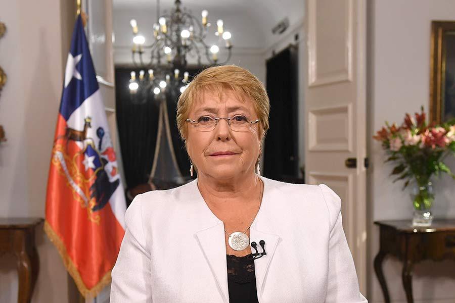 Bachelet anuncia envío de proyecto de nueva Constitución — Histórico
