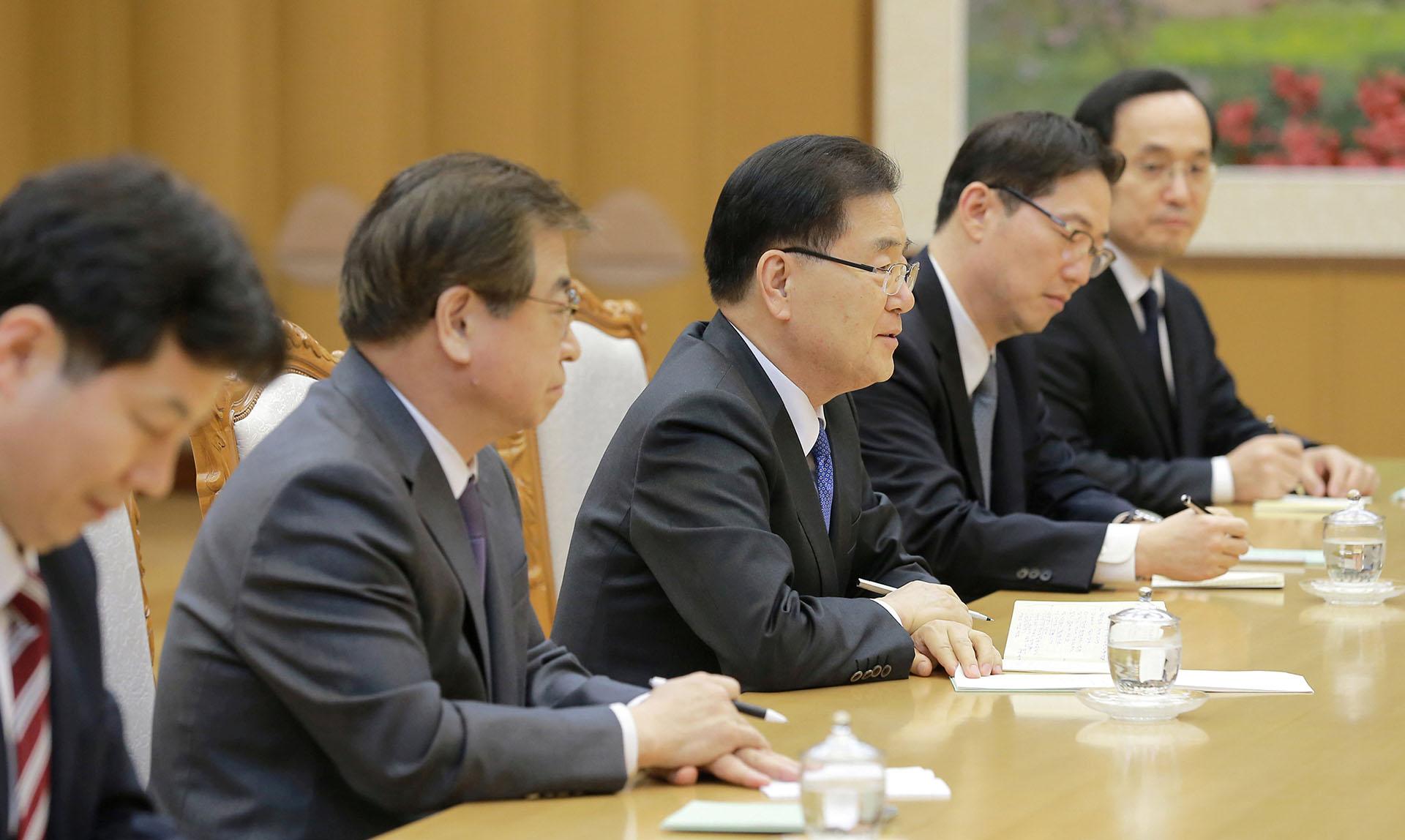 Esta reunión con altos funcionarios de Corea del Sur que se trasladaron al Norte es la primera en más de una década y el último paso en el acercamiento entre las dos Coreas favorecido por los Juegos Olímpicos de Invierno en el Sur
