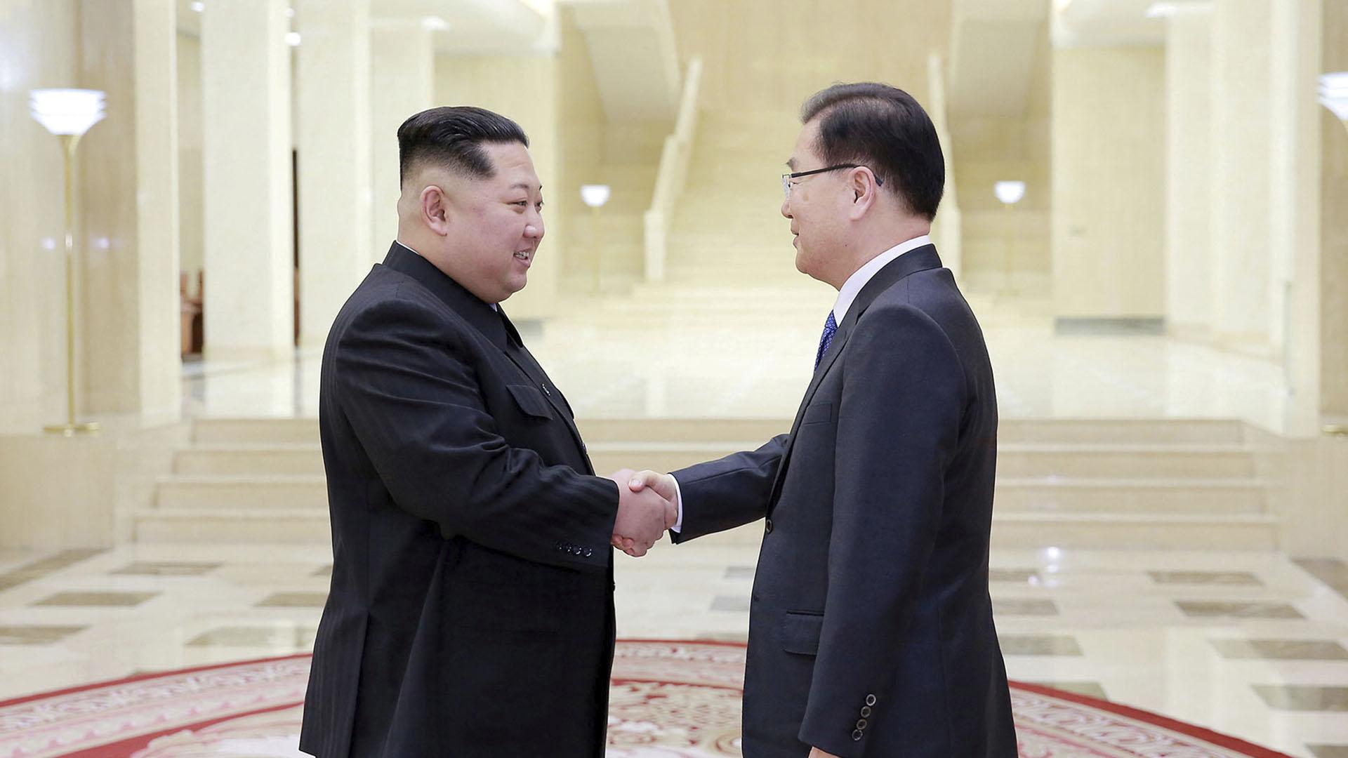"""El encuentro en la sede del Partido de los Trabajadores, que supuso la primera vez que funcionarios surcoreanos visitaban ese lugar, fue valorado por ambas partes como """"satisfactorio"""" y supone un avance más en el acercamiento entre las dos Coreas iniciado a principios de año"""