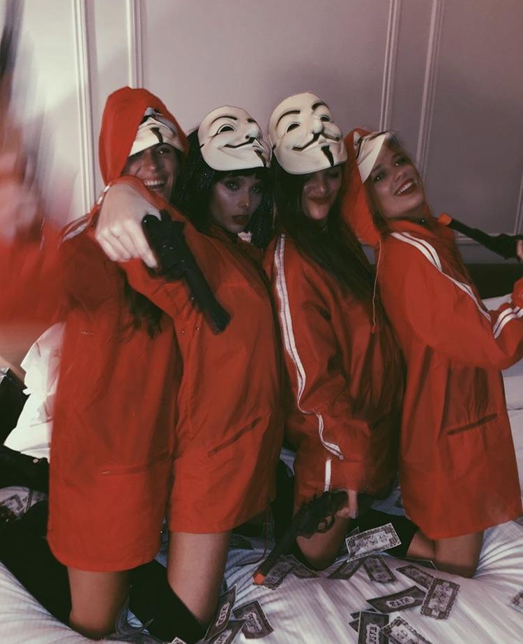Luli Beltrame, Malena Ratner, Ana Martinez y Valen Zenere disfrazadas