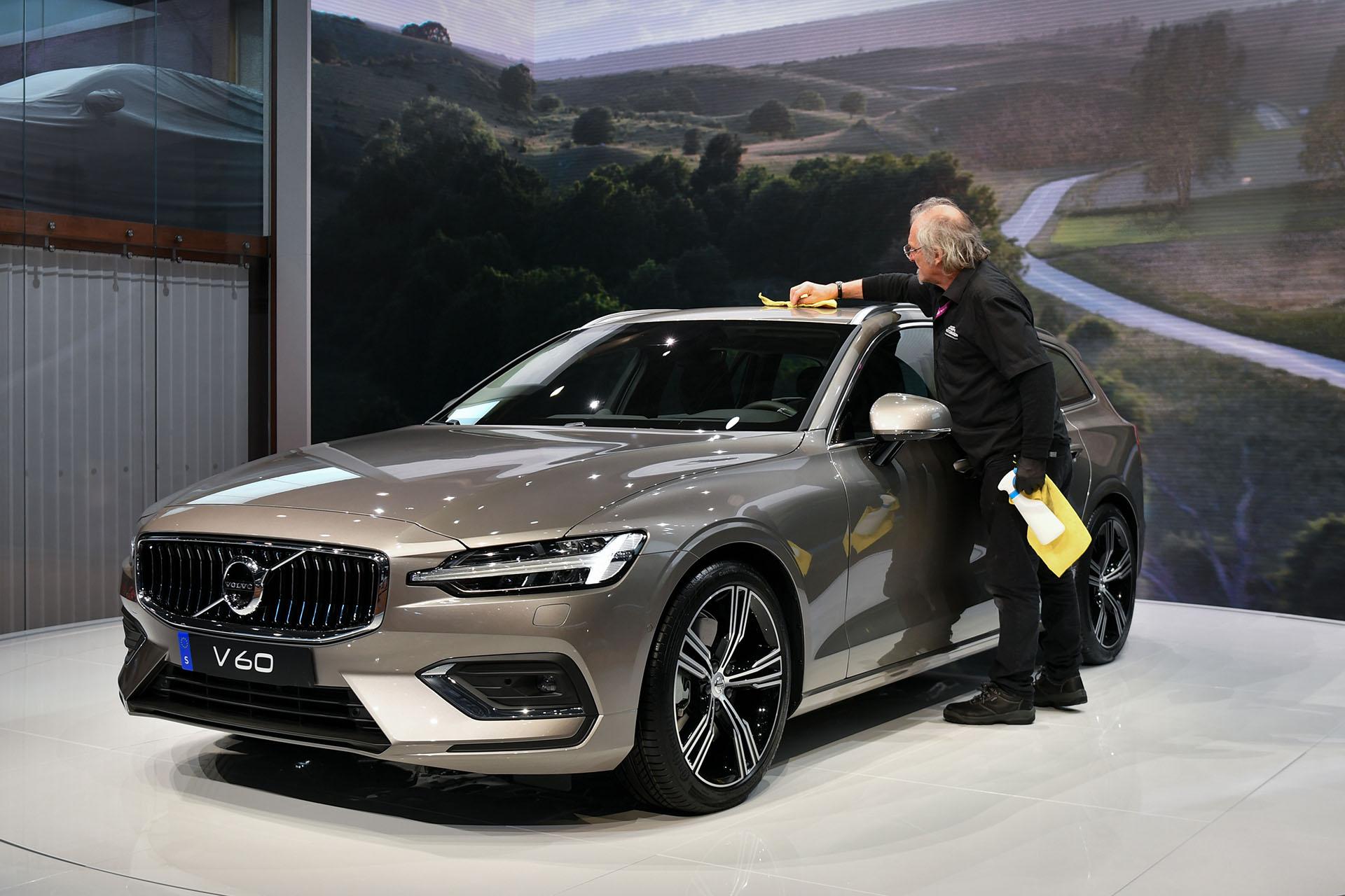 El Volvo V60 es una de las principales novedades de la muestra. La firma sueca lanzó una nueva generación de una berlina familiar cargada de tecnología, seguridad y elegancia