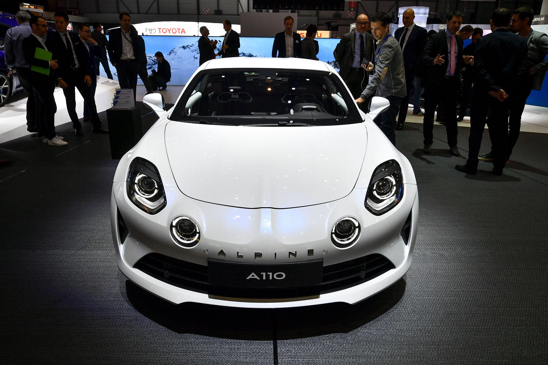Alpine, la resucitada marca de deportivos premium de la firma Renault, exhibió tres nuevas versiones del A110: Pure y Légende, pensadas para la comercialización, y GT4, un modelo específico para escuderías de competición