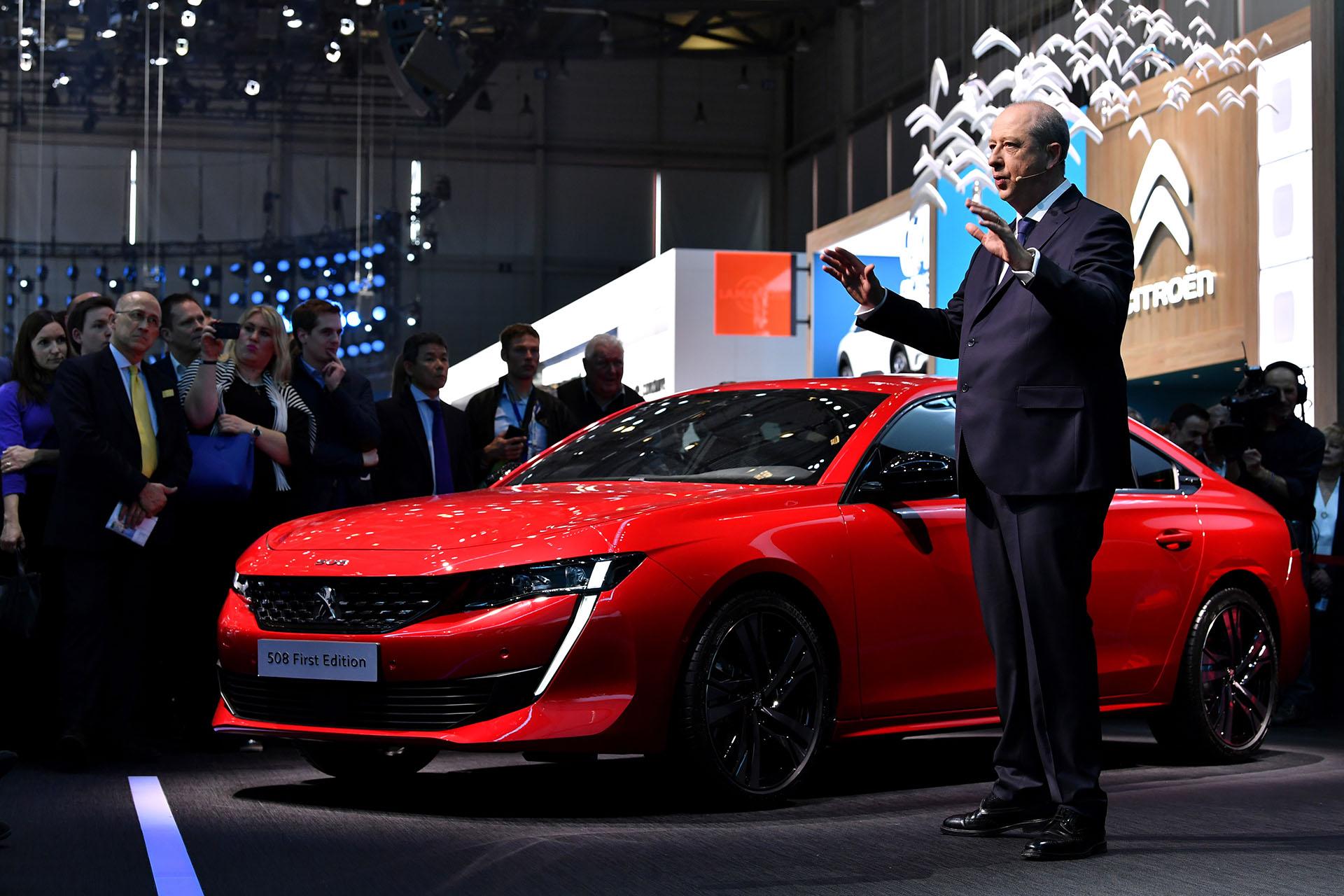 El Peugeot 508 fue una de las máximas novedades de Ginebra. Y como primicia absoluta develó el lanzamiento de la serie limitada Peugeot 508 First Edition, que ya está a la venta en doce países europeos y que ya puede reservarse en línea por 47.200 euros. Lo presentóJean-Philippe Imparato, CEO de Peugeot